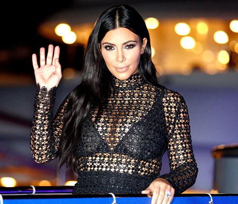 Kim Kardashian - waving