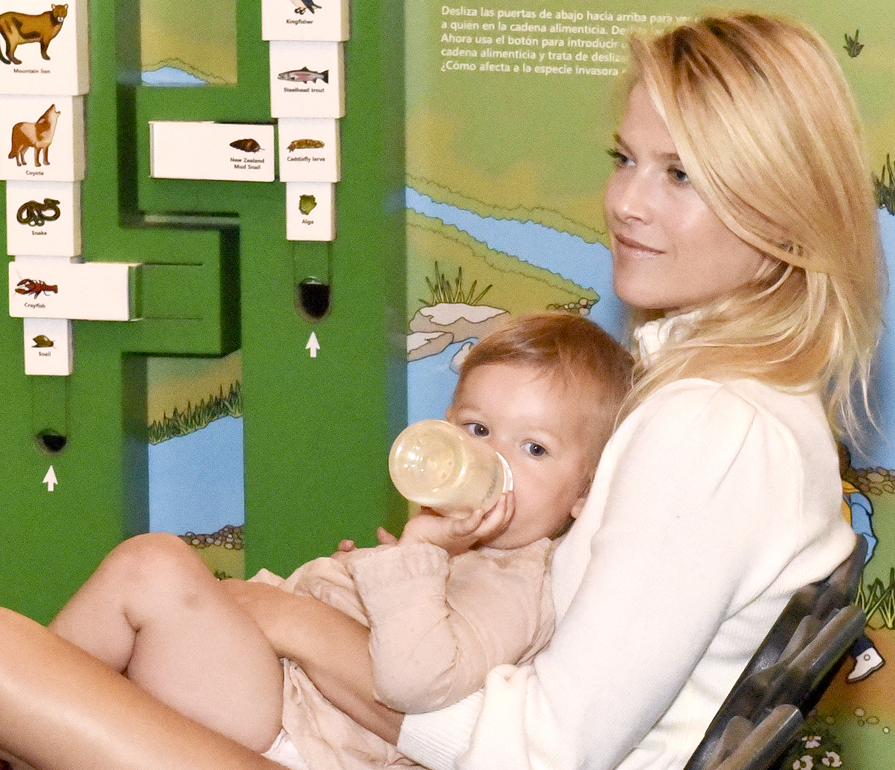 Ali Larter and daughter Vivienne at Heal the Bay's Santa Monica Pier Aquarium for a story reading on June 4, 2016 in Santa Monica.