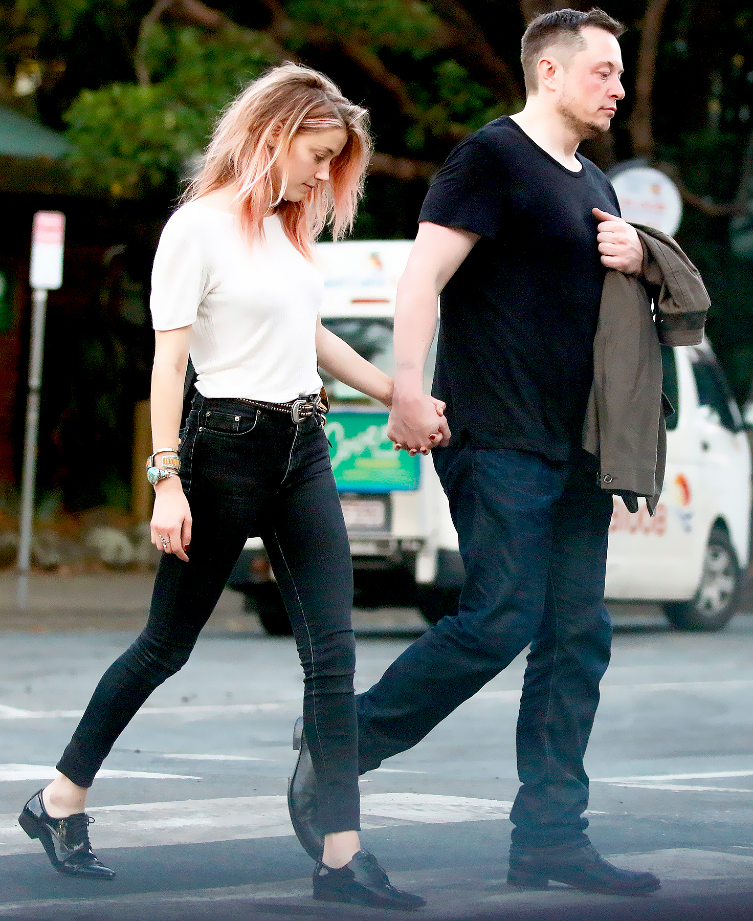 Amber Heard has a day out on the Gold Coast with boyfriend, billionaire and Tesla boss, Elon Musk on April 23, 2017.