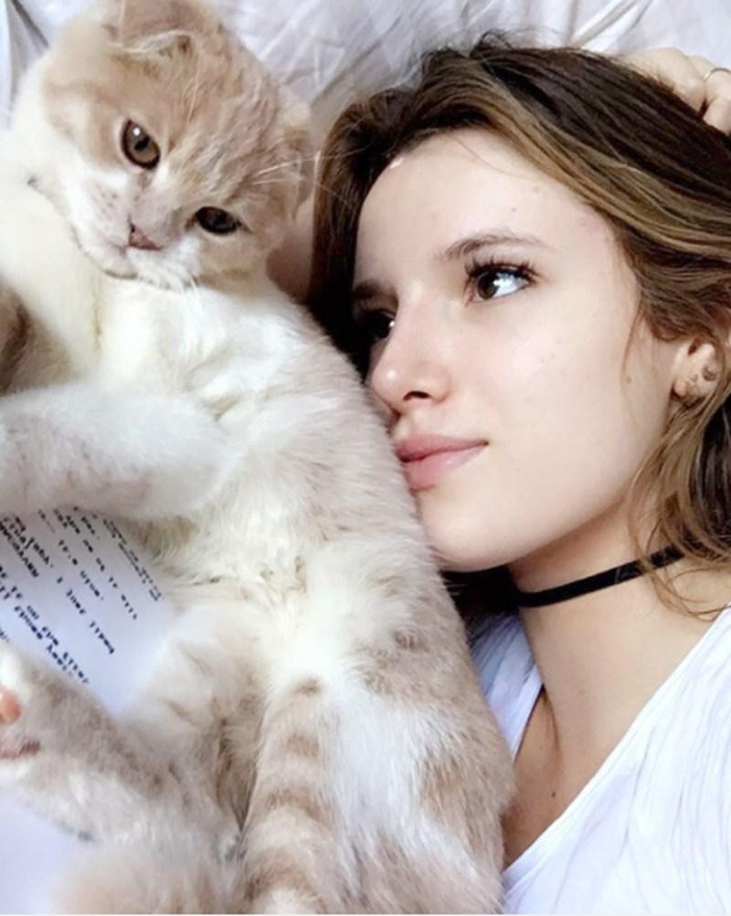 Bella Thorne and cat