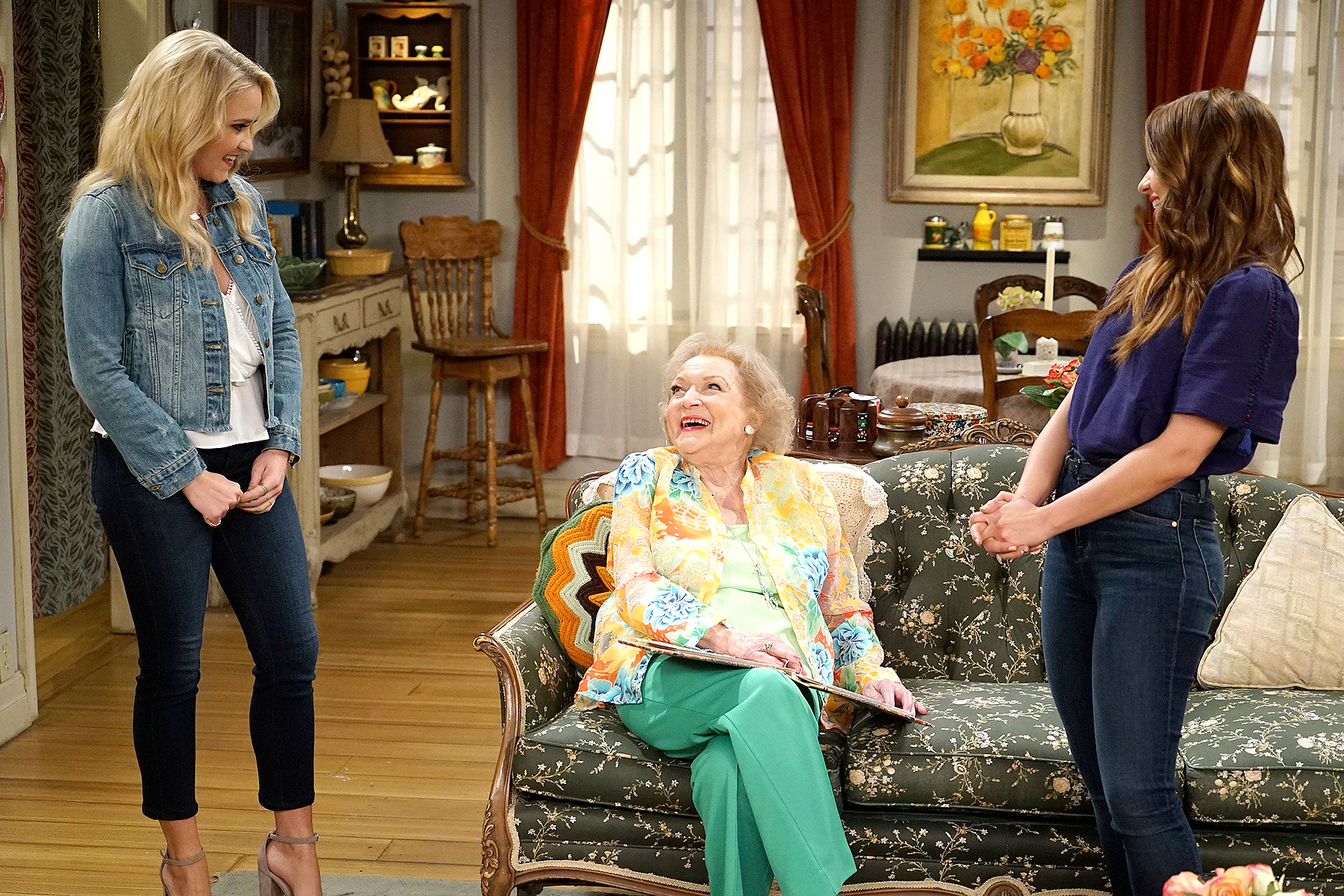 "Emily Osment, Betty White, and Aimee Carrero on ""Young & Hungry"""