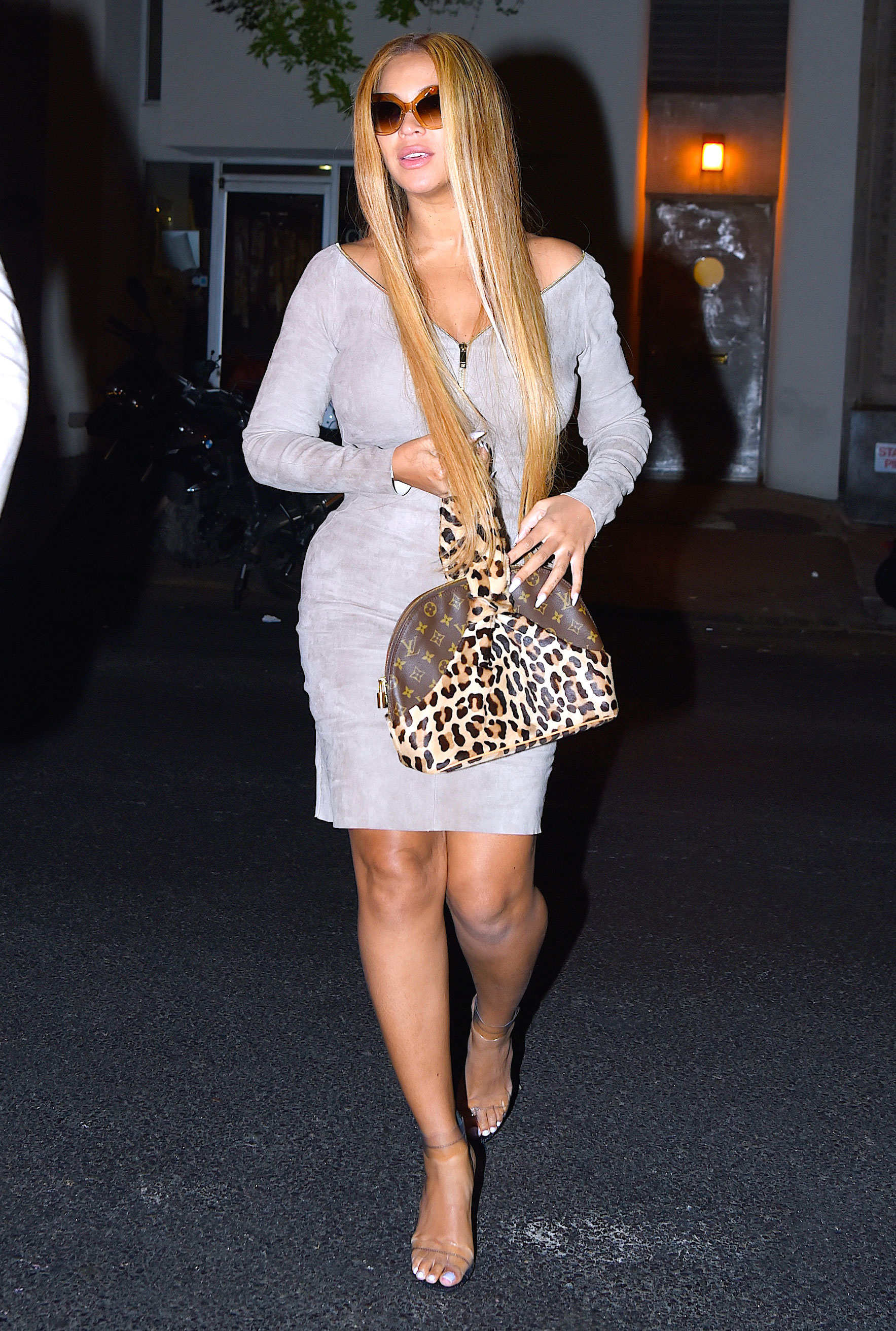 Beyonce Goes For Super Long Hair Via Extensions