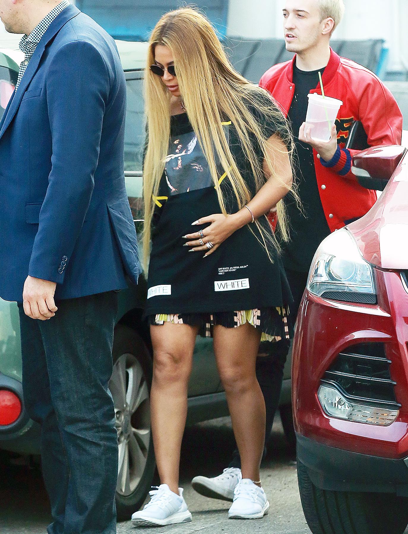 Beyonce pregnant baby bump