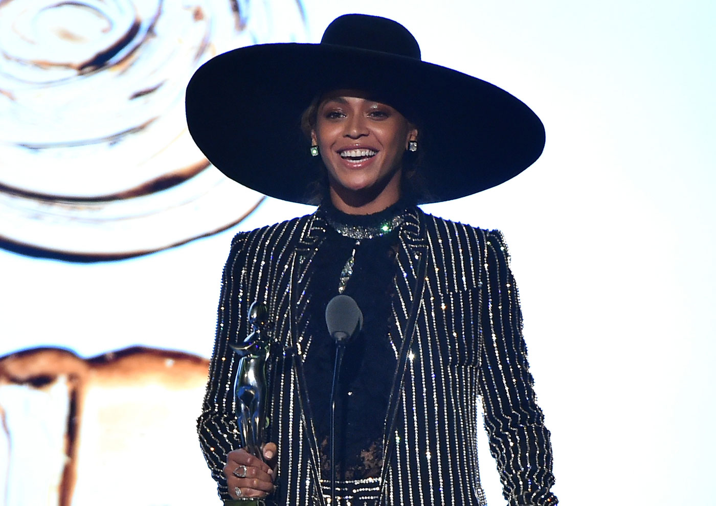 Beyonce celebrated her CFDA Fashion Award win in the same room as husband Jay Z and Rachel Roy!