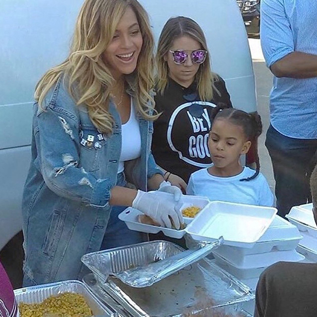 Beyonce, Blue Ivy, Hurricane Harvey, Houson, Volunteer