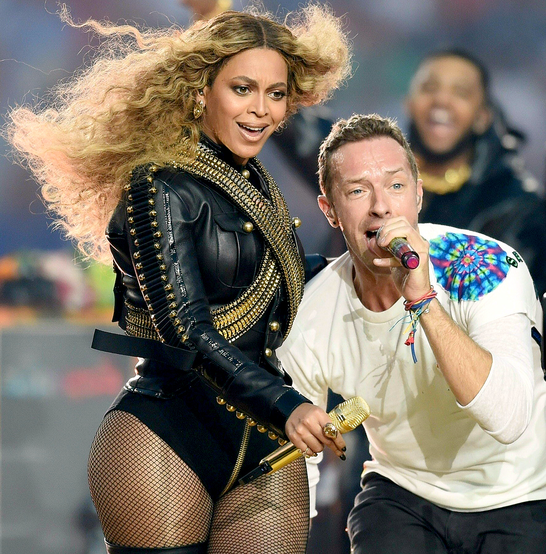 Beyonce and Chris Martin perform during Super Bowl 50.