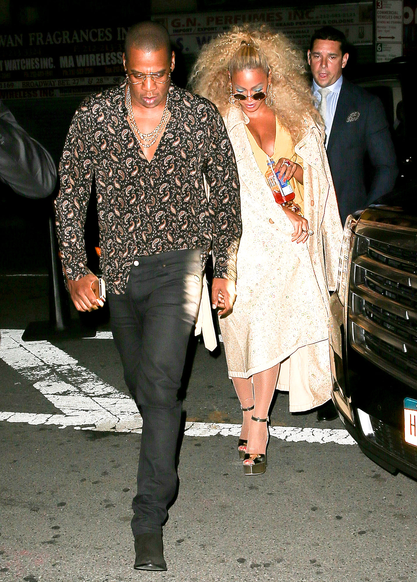 Beyonce Jay Z Dance At Her 70s Themed 35th Birthday Party
