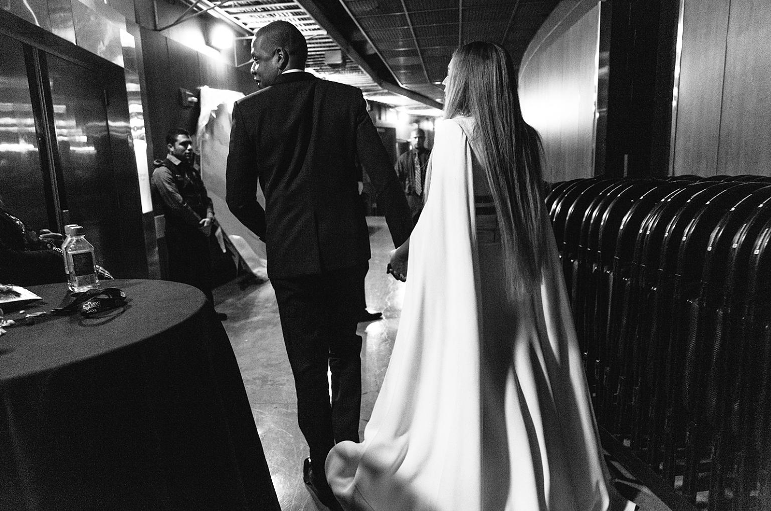 Beyonce Jay Z Grammys 2017 holding hands backstage