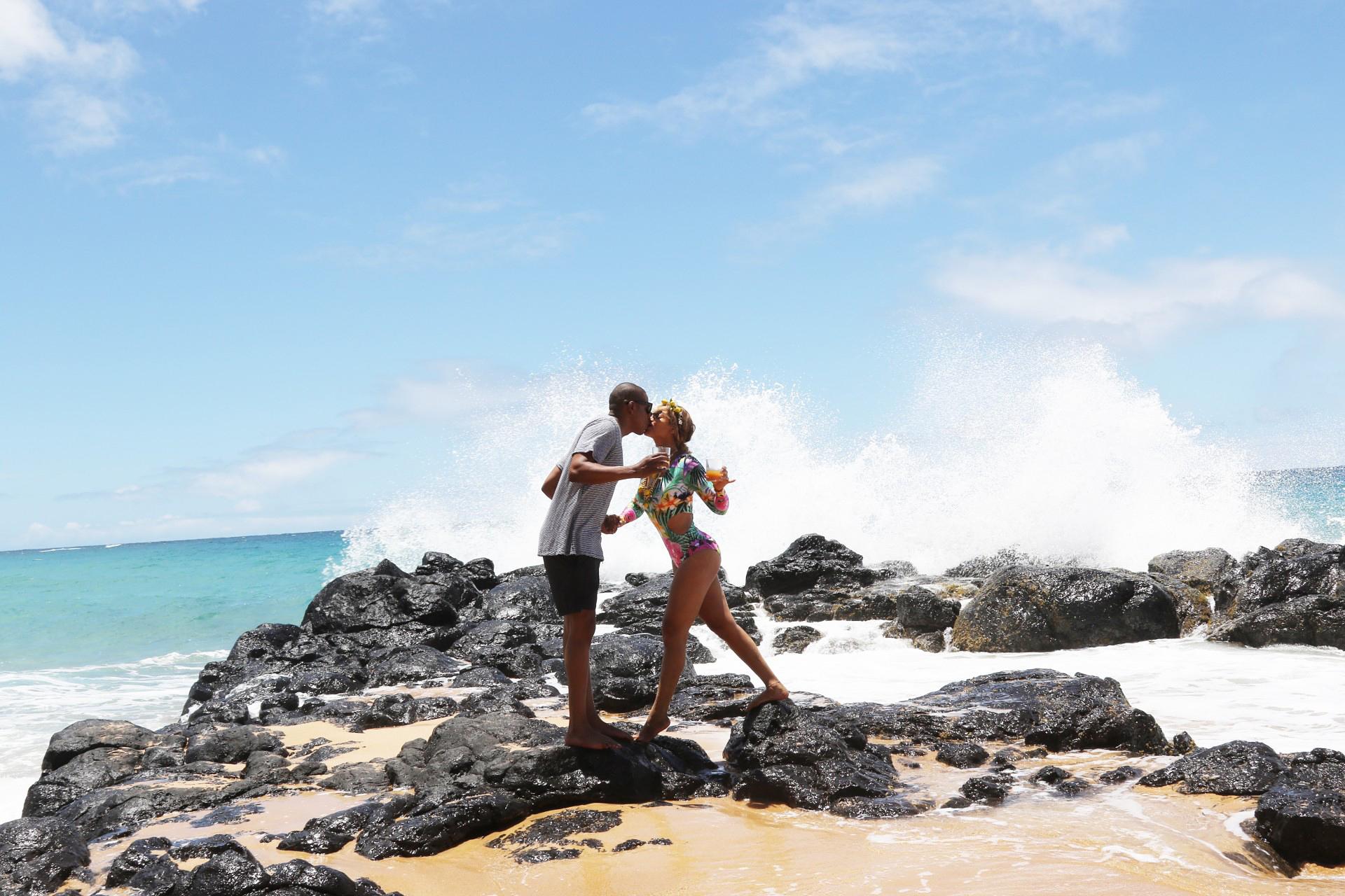 Beyonce Jay Z Hawaii kissing