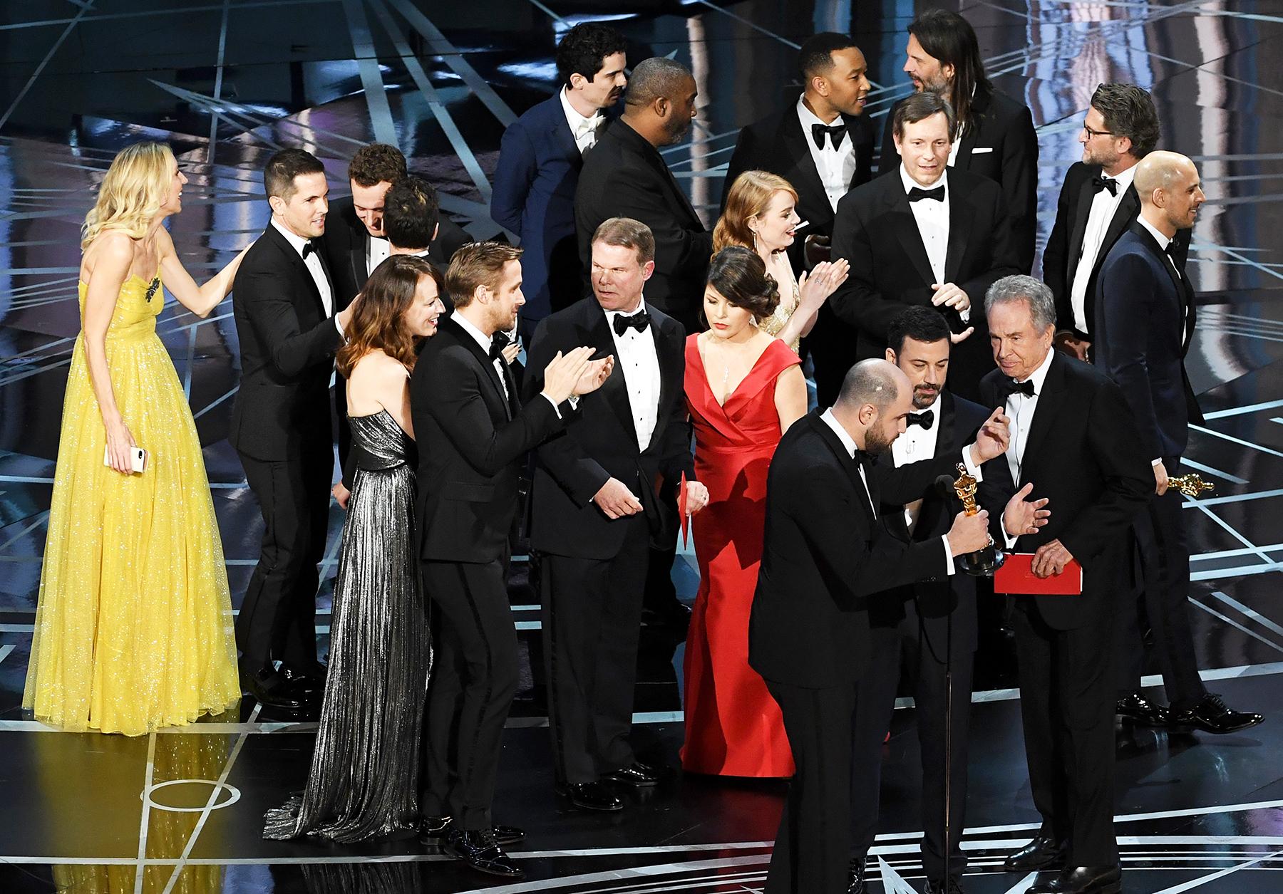 PricewaterhouseCoopers Accountants Brian Cullinan Martha Ruiz Oscars 2017