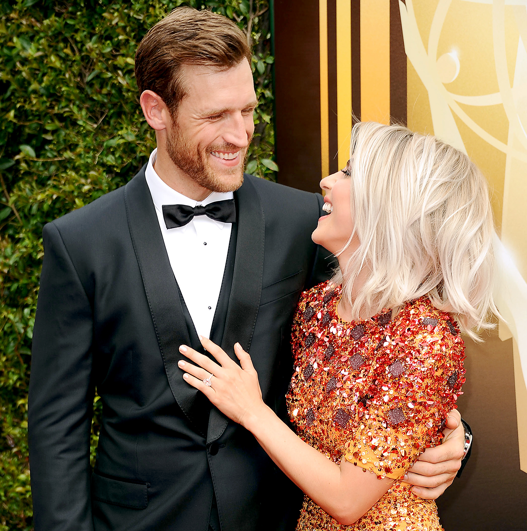 Brooks Laich and Julianne Hough attend the 2015 Creative Arts Emmy Awards.