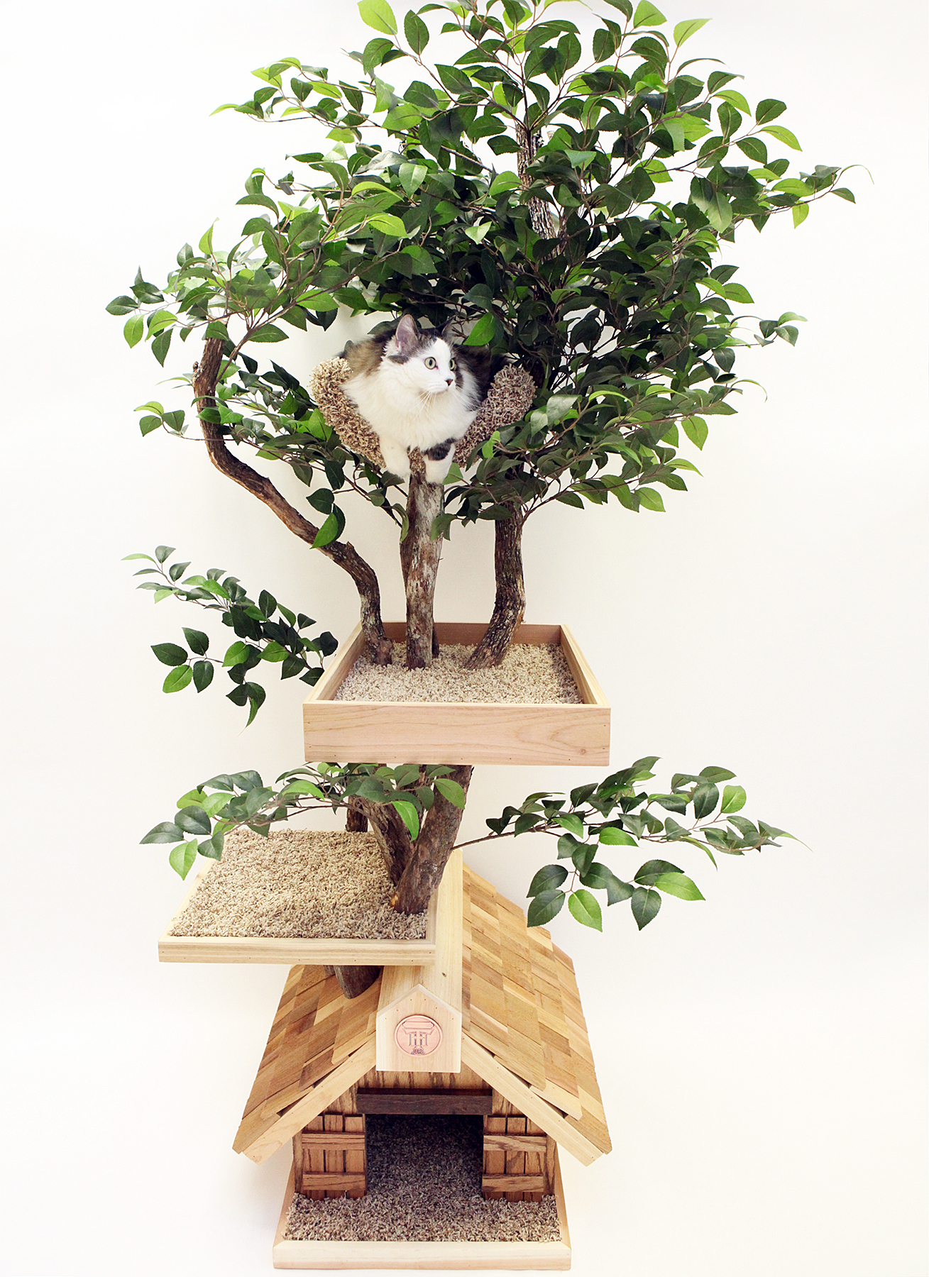 Pet Tree Houses' real cat tree with leaves