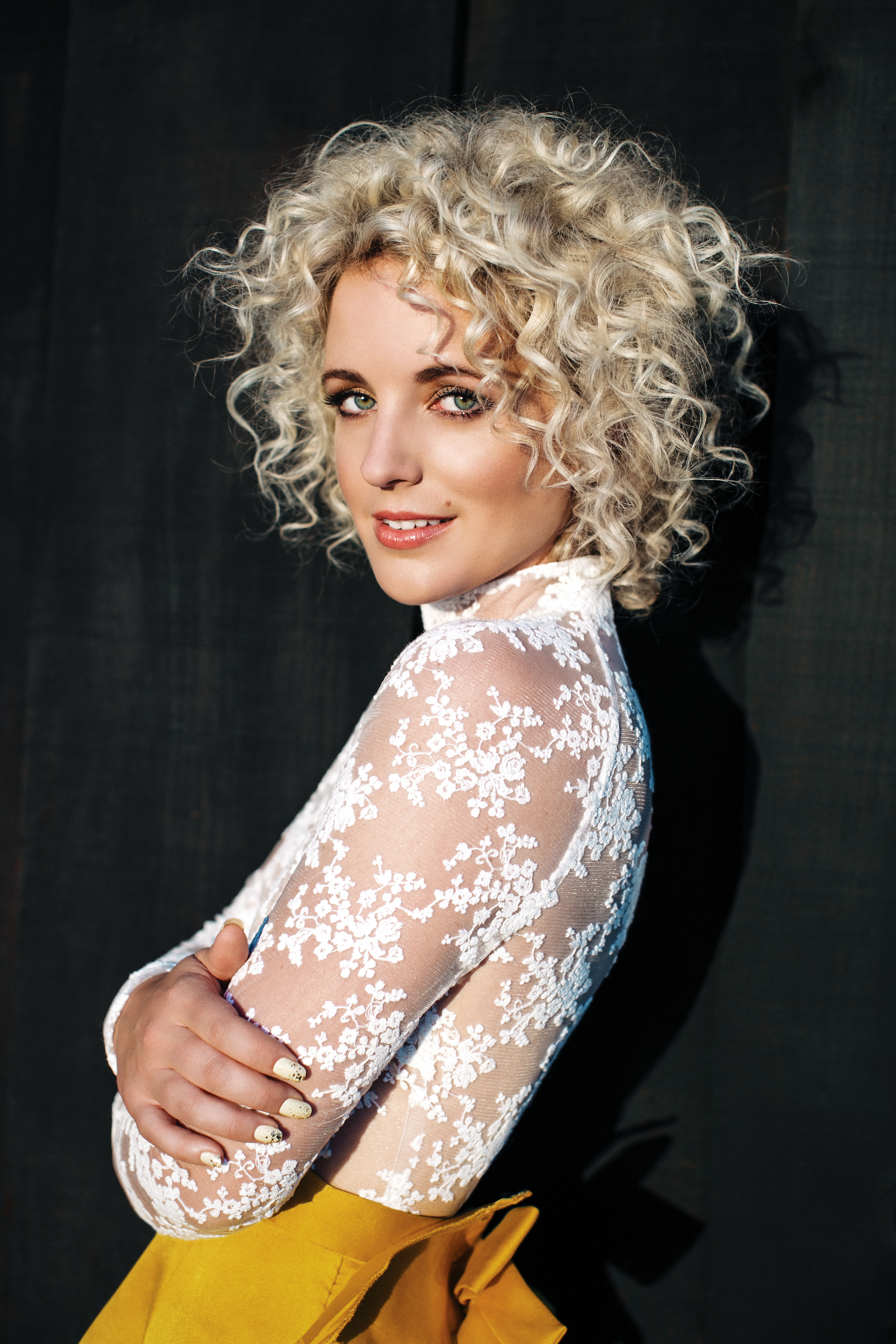 How To Rock Your Natural Curls Like Country Singer Cam