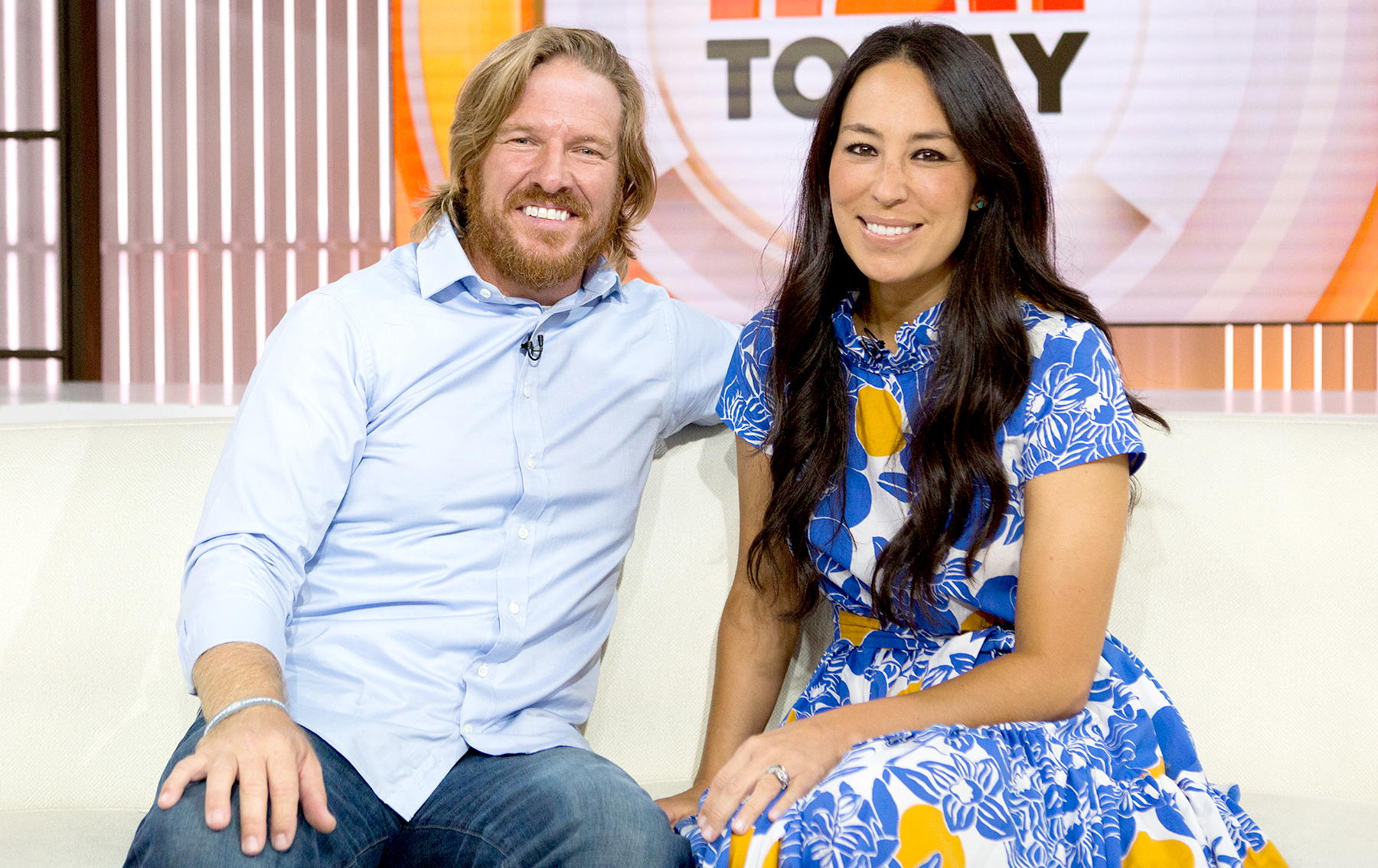 Fixer Upper 39 S Chip And Joanna Gaines Laugh Off Split