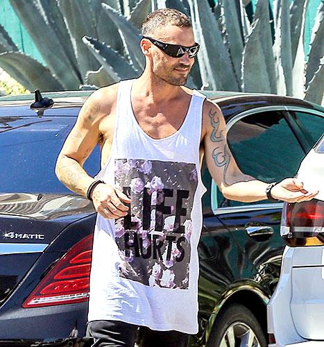 Brian Austin Green - Life Hurts t-shirt