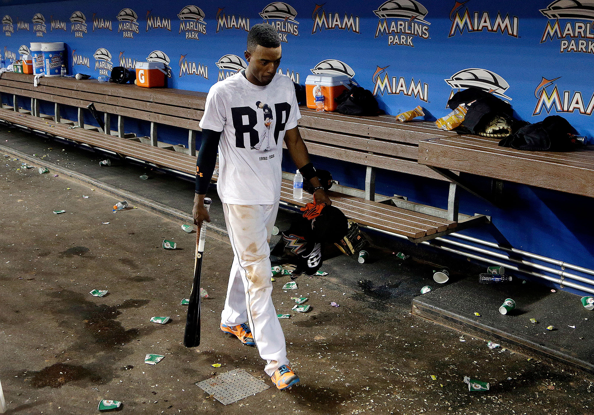 reputable site ff661 e0b86 Marlins' Dee Gordon Hits Home Run After Jose Fernandez Tribute