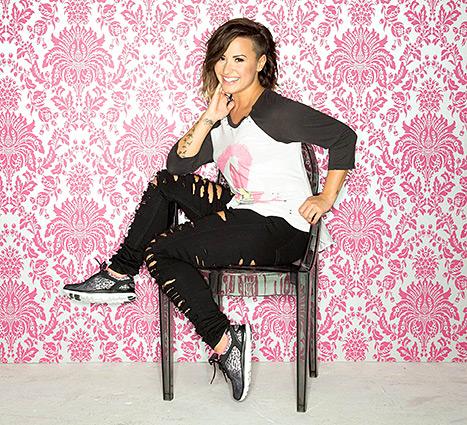Demi Lovato - Sketchers