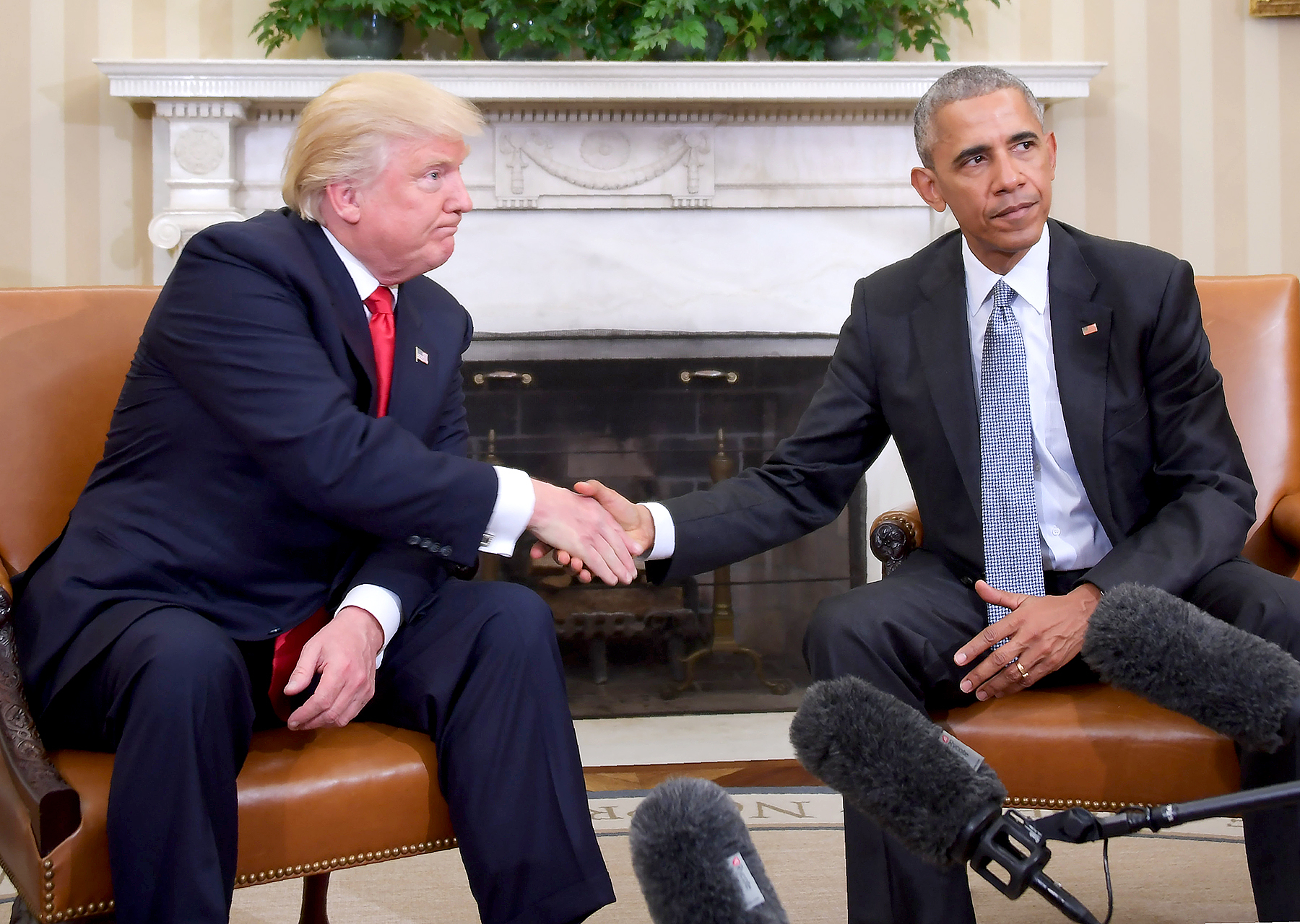 US President Barack Obama and President-elect Donald Trump shake hands during a transition planning meeting in the Oval Office at the White House on November 10, 2016 in Washington,DC.