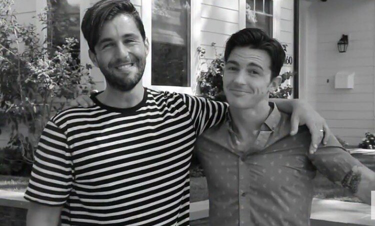 """Josh Peck and Drake Bell - The former costars once again reunited and shared a photo of the occasion on Tuesday, September 5. Alongside the black and white snap, in which they smile with their arms around each other, Bell wrote: """"I freakin love this guy!!"""""""