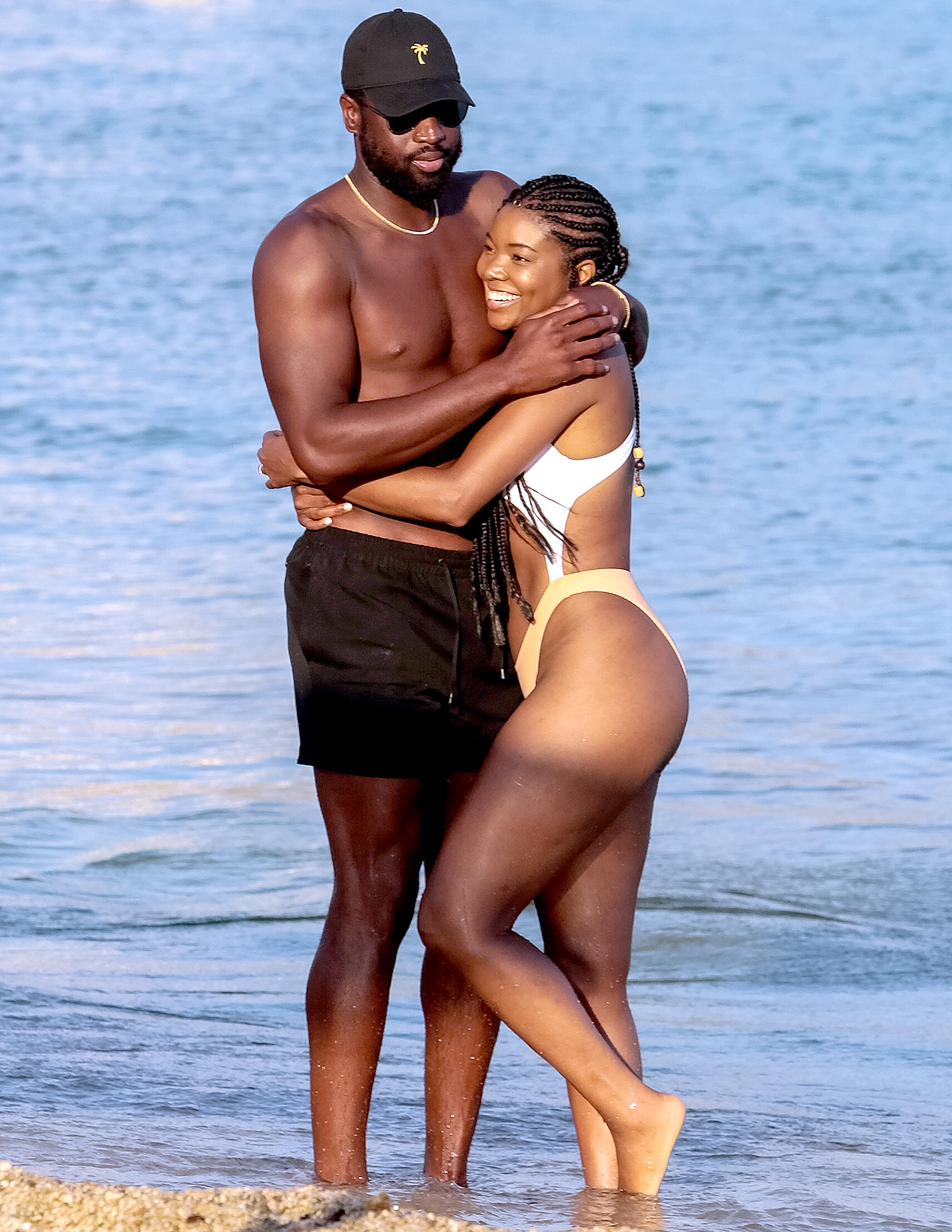 Dwayne Wade and Gabrielle Union have fun at the beach on Mykonos in Greece, August 24, 2017.