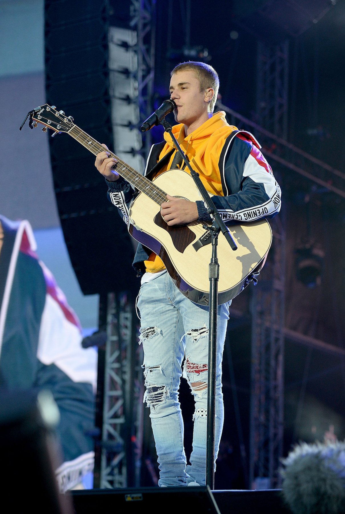 Justin Bieber Breaks Down During Tribute to Manchester Bombing Victims
