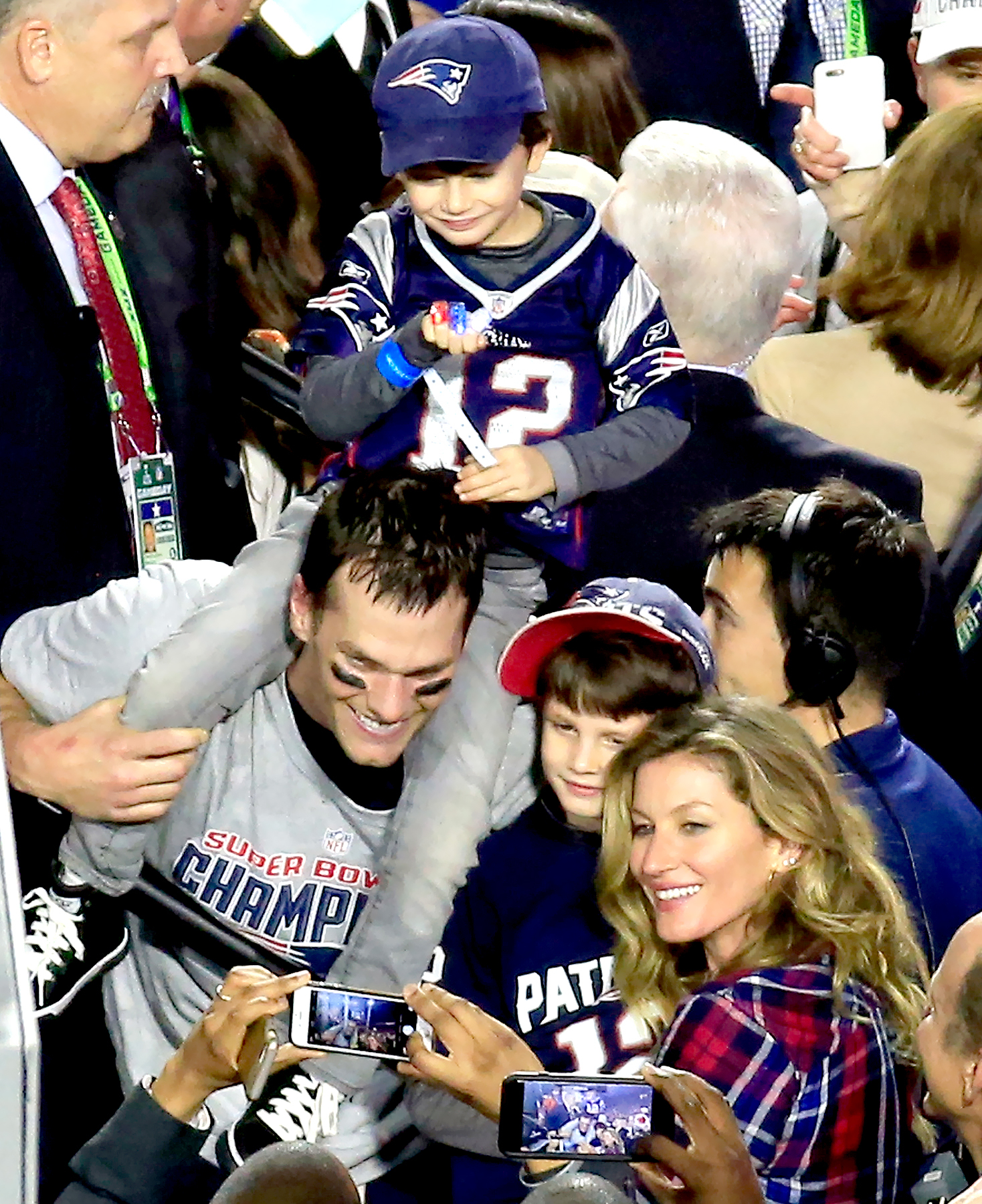 Tom Brady #12 of the New England Patriots celebrates defeating the Seattle Seahawks with his wife Gisele Bundchen and son Benjamin during Super Bowl XLIX at University of Phoenix Stadium on February 1, 2015 in Glendale, Arizona.