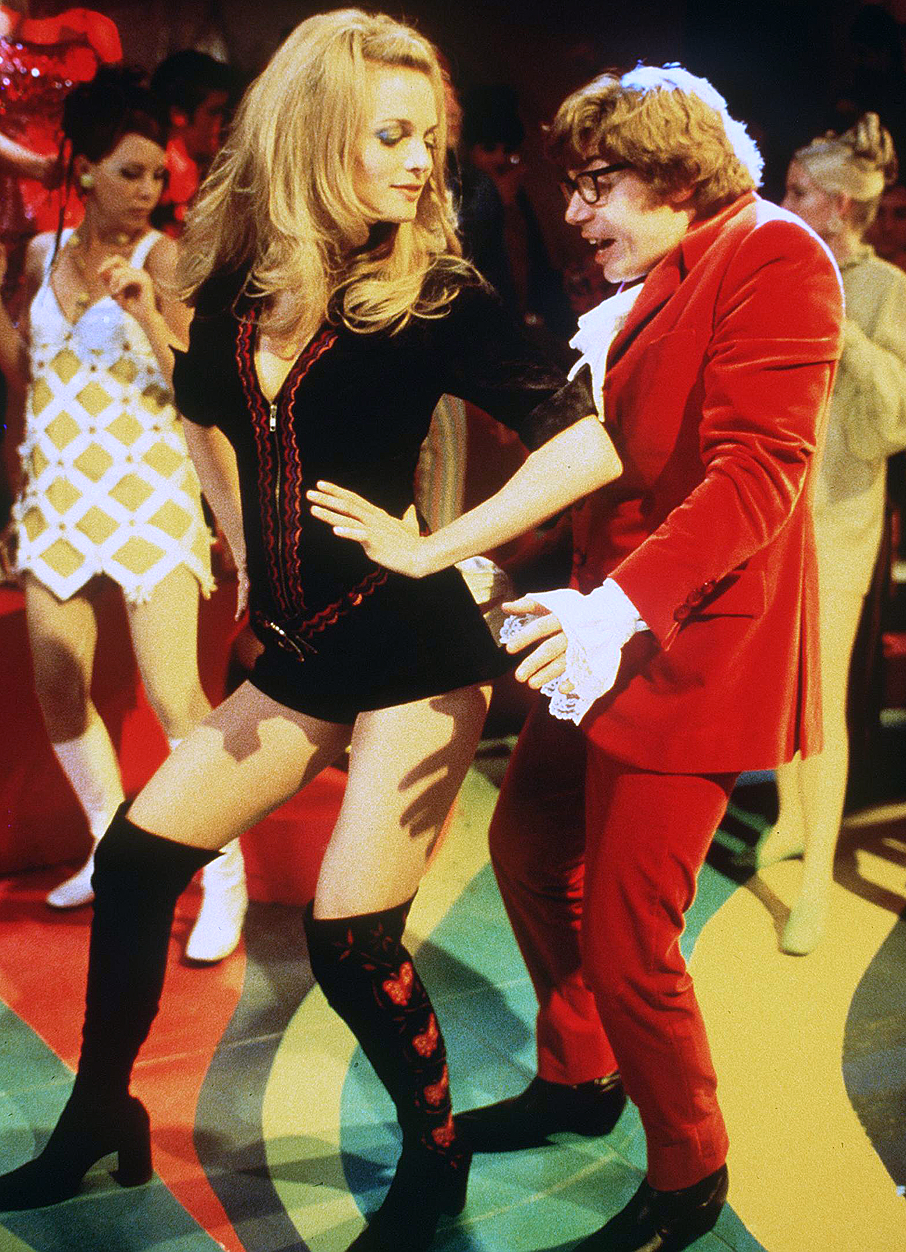 """Mike Myers And Heather Graham Star in 1999's """"Austin Powers The Spy Who Shagged Me."""""""