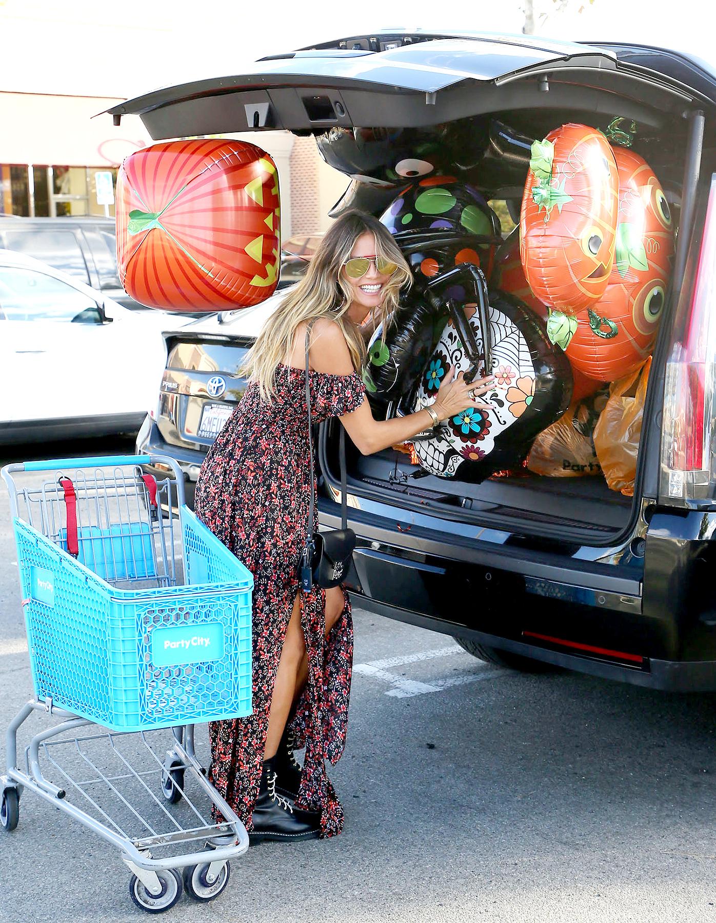 Heidi Klum Prepares for Halloween 2017 With a Shopping Trip