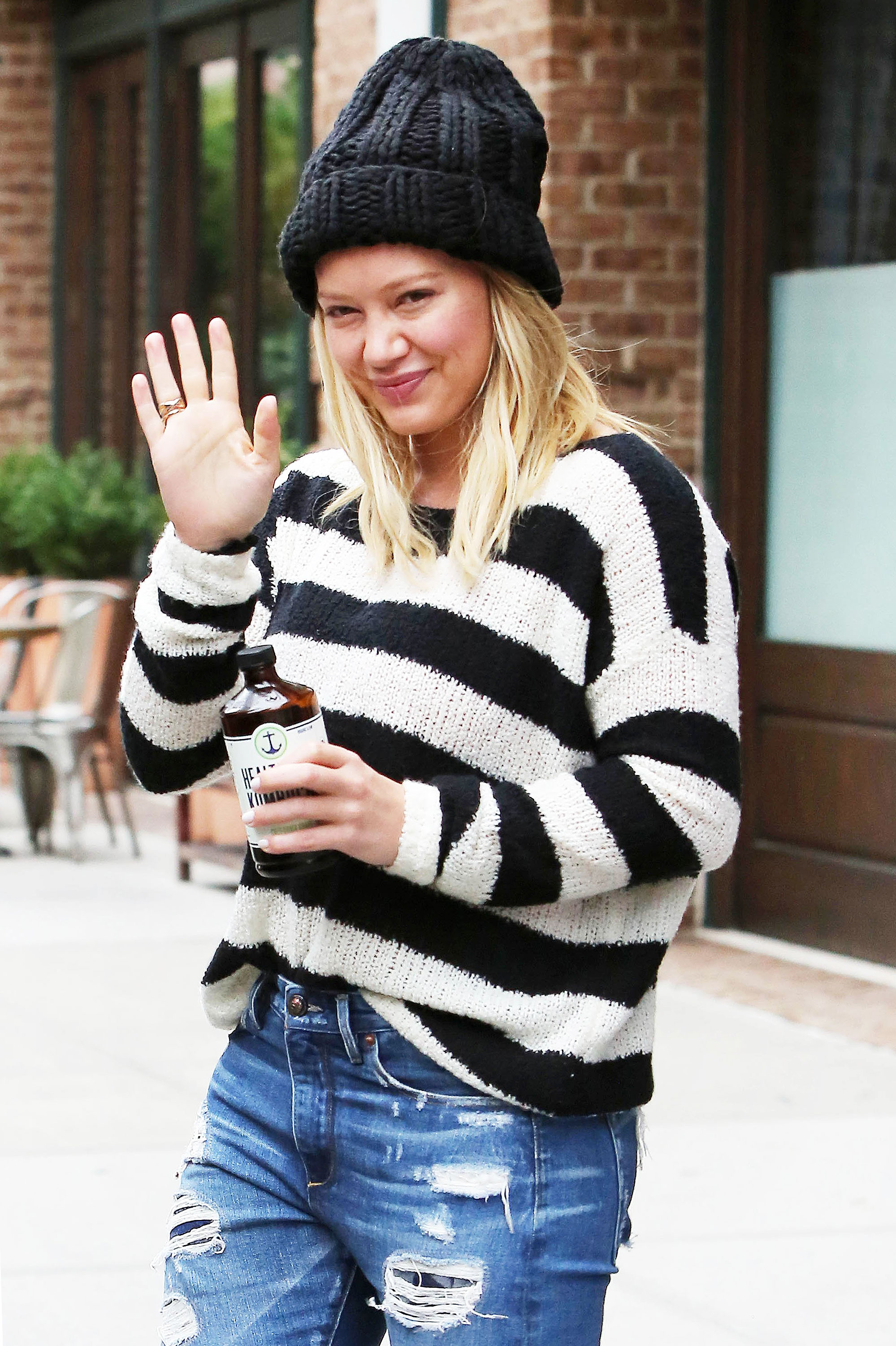 555077700e1 Hilary Duff Flawless Without Makeup in NYC