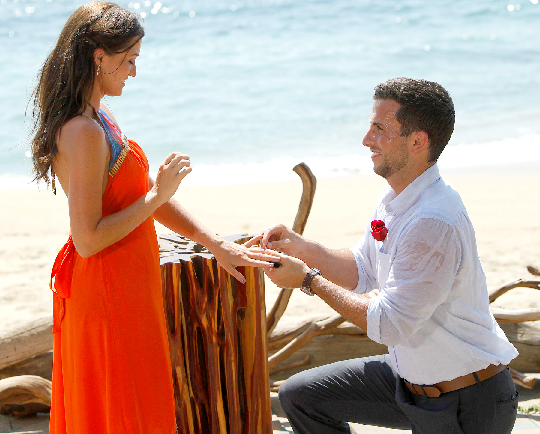 Tanner proposes to Jade on Bachelor in Paradise.