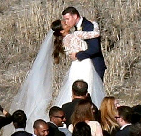 Jamie Chung and Bryan Greenberg - wedding (kiss)
