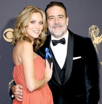 Hilarie Burton (L) and Jeffrey Dean Morgan attend the 69th Annual Primetime Emmy Awards - Arrivals at Microsoft Theater on September 17, 2017 in Los Angeles, California.
