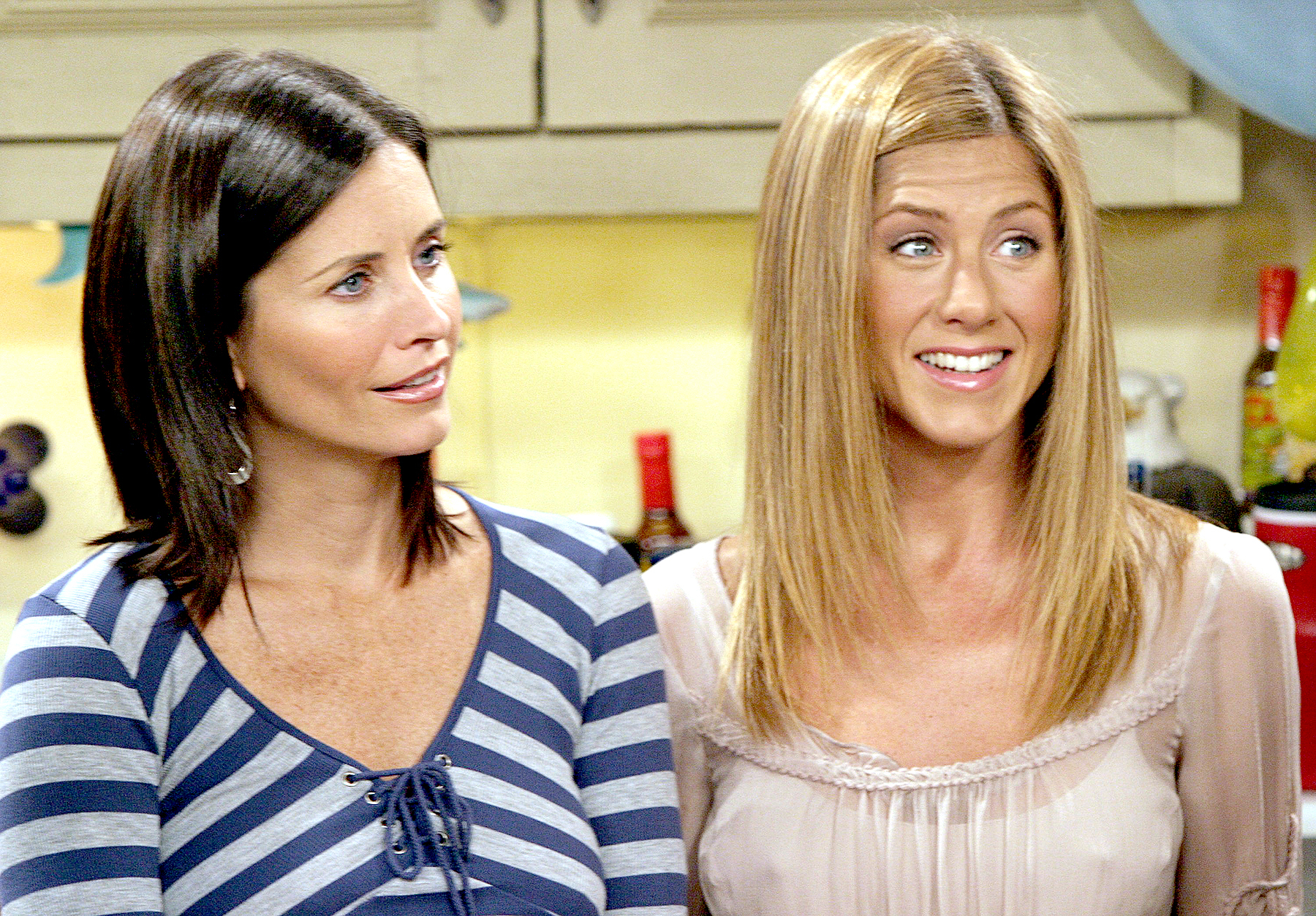 Courteney Cox and Jennifer Aniston on Friends.