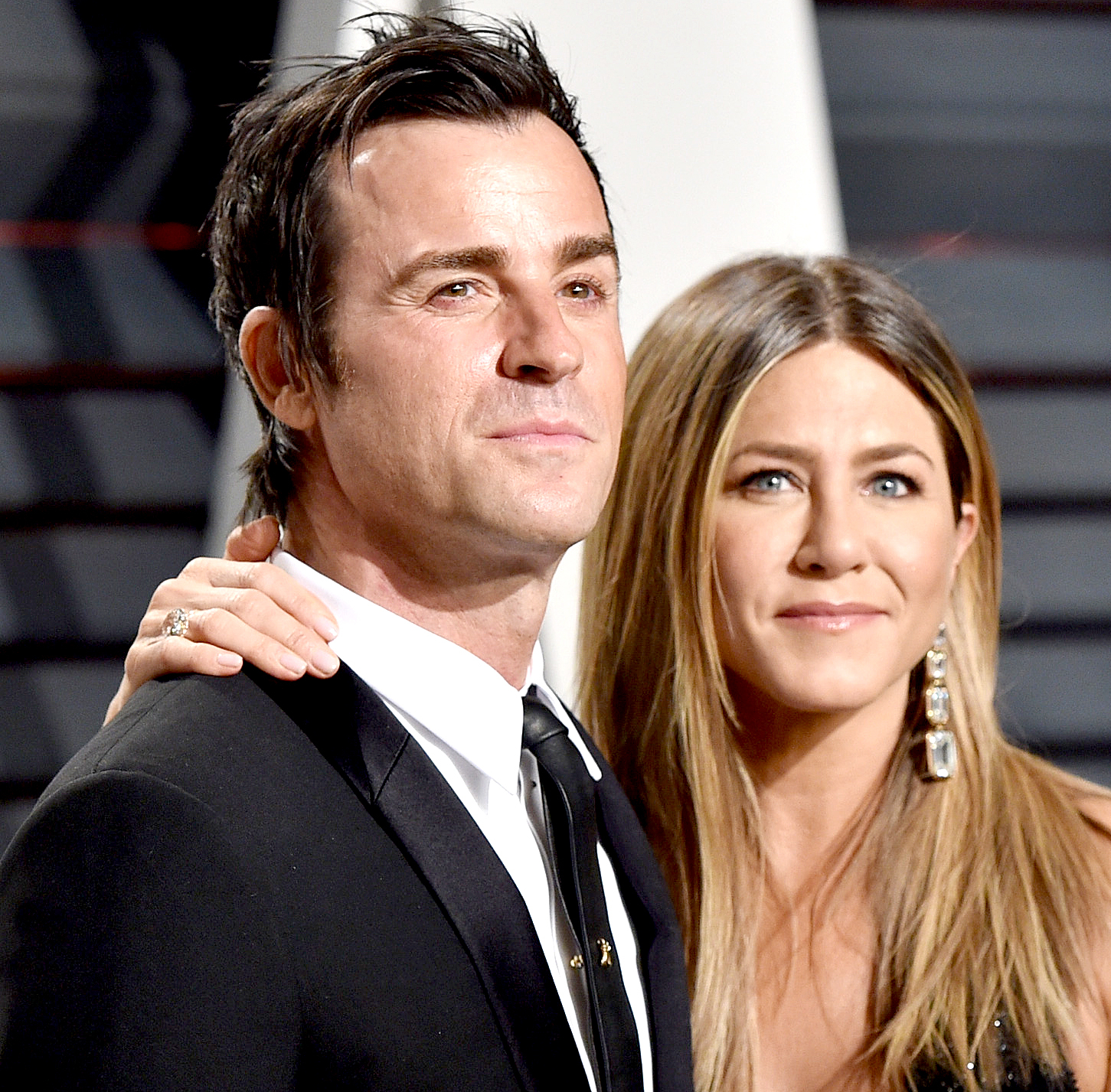 Justin Theroux and Jennifer Aniston attend the 2017 Vanity Fair Oscar Party hosted by Graydon Carter at Wallis Annenberg Center for the Performing Arts on February 26, 2017 in Beverly Hills, California.