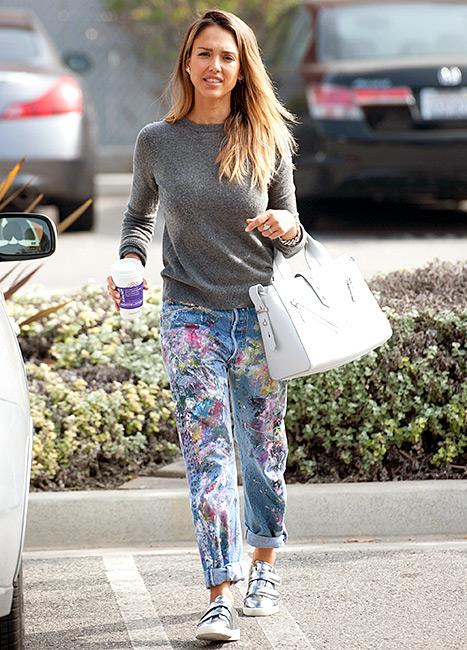 Jessica Alba - jeans street style