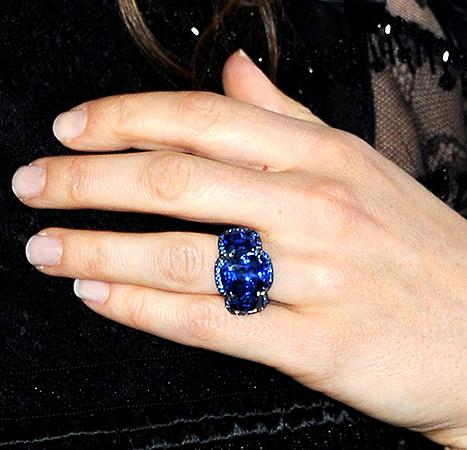 Jessica Biel - ring