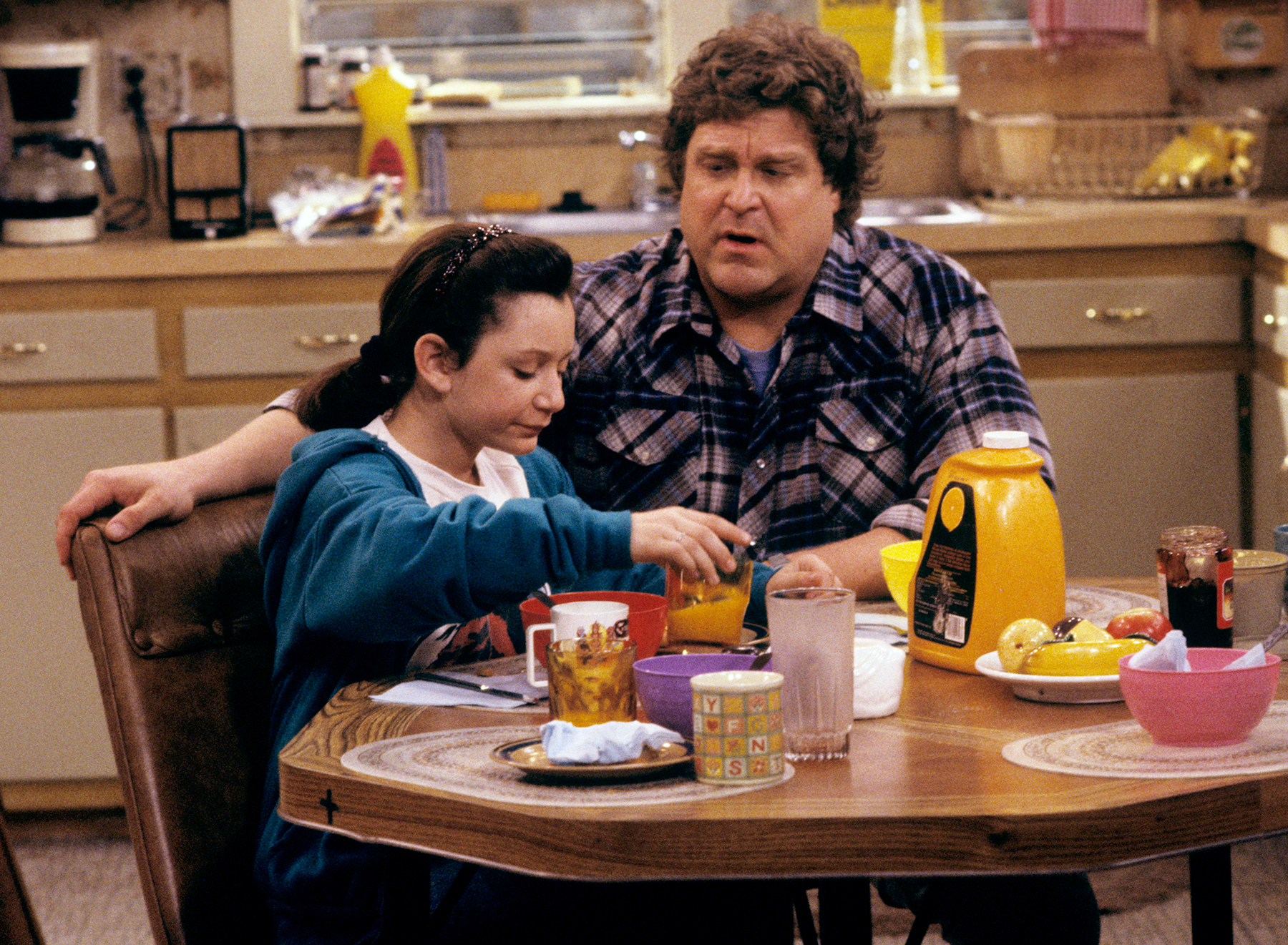 Sara Gilbert and John Goodman on Roseanne in 1989.