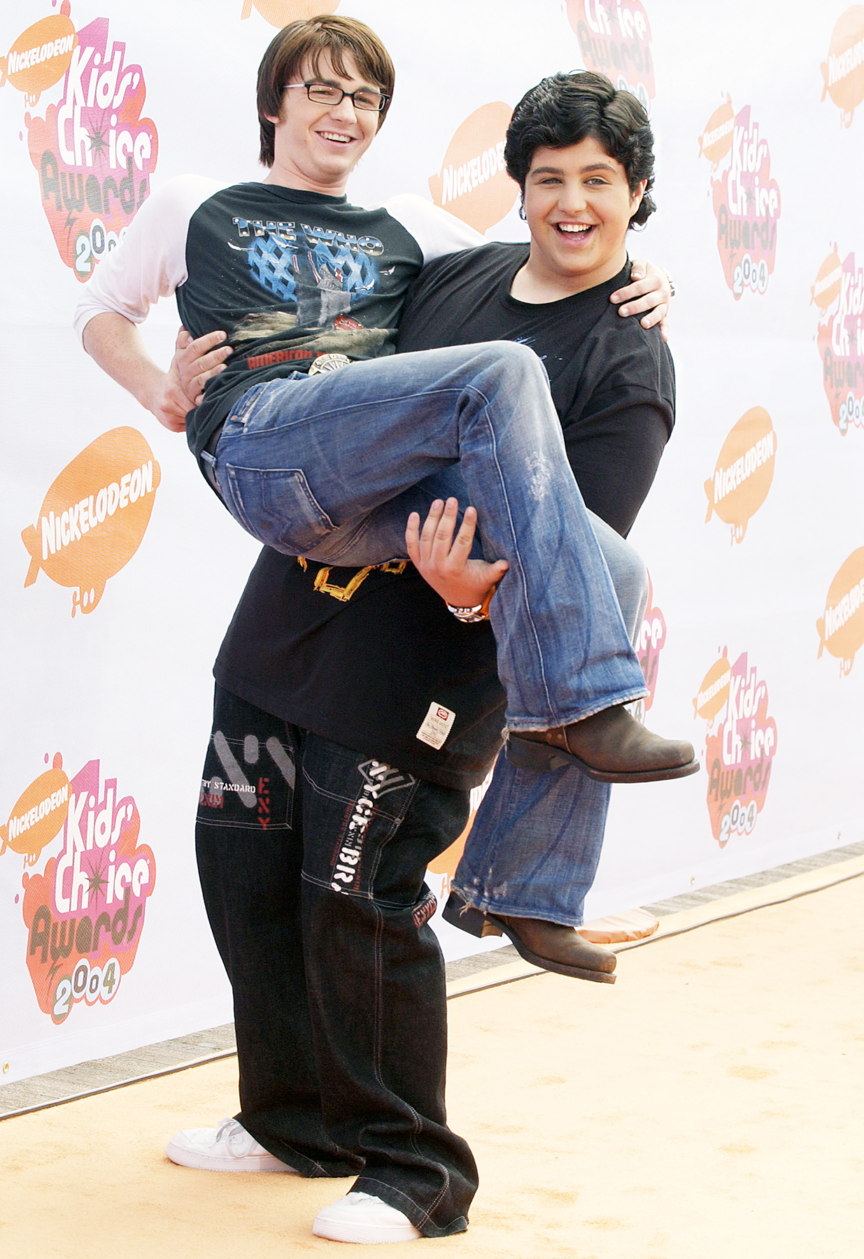 Drake Bell Josh Peck - Quick pick-me-up! Peck jokingly carried Bell in his arms on the red carpet at the Kids' Choice Awards in Westwood, California.