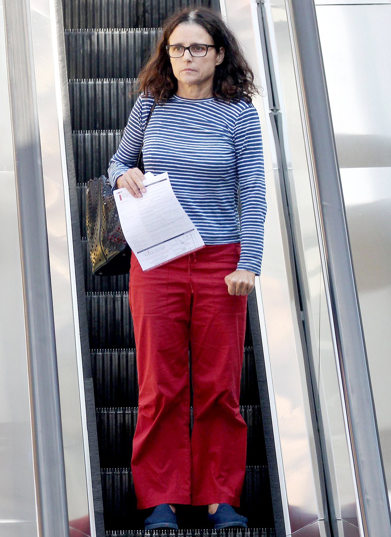 Julia Louis-Dreyfus carries some paperwork as she exits a doctors office in Los Angeles October 12, 2017.