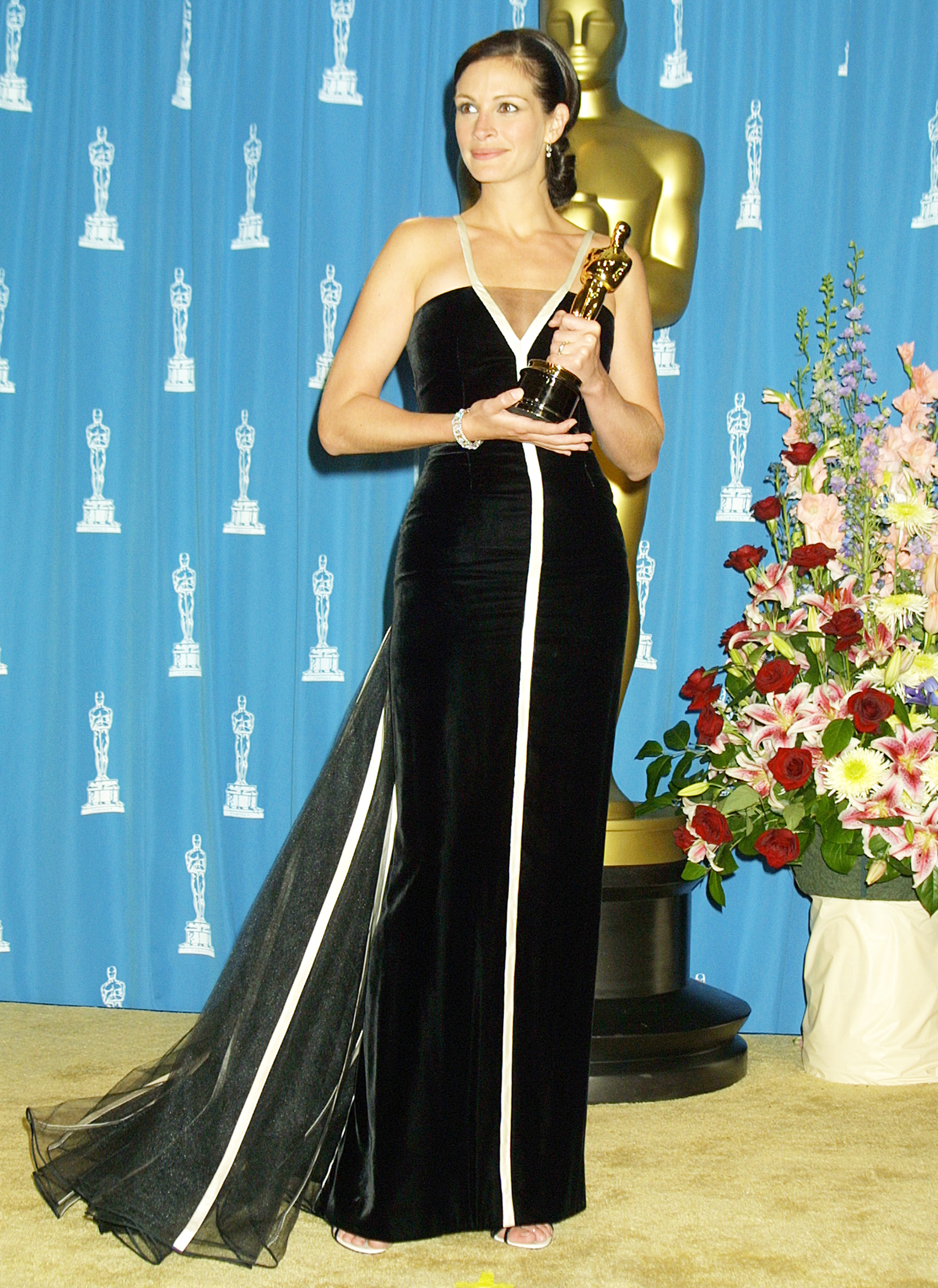 Julia Roberts winning Best Actress for her role Erin Brockovich at the Oscars in 2001