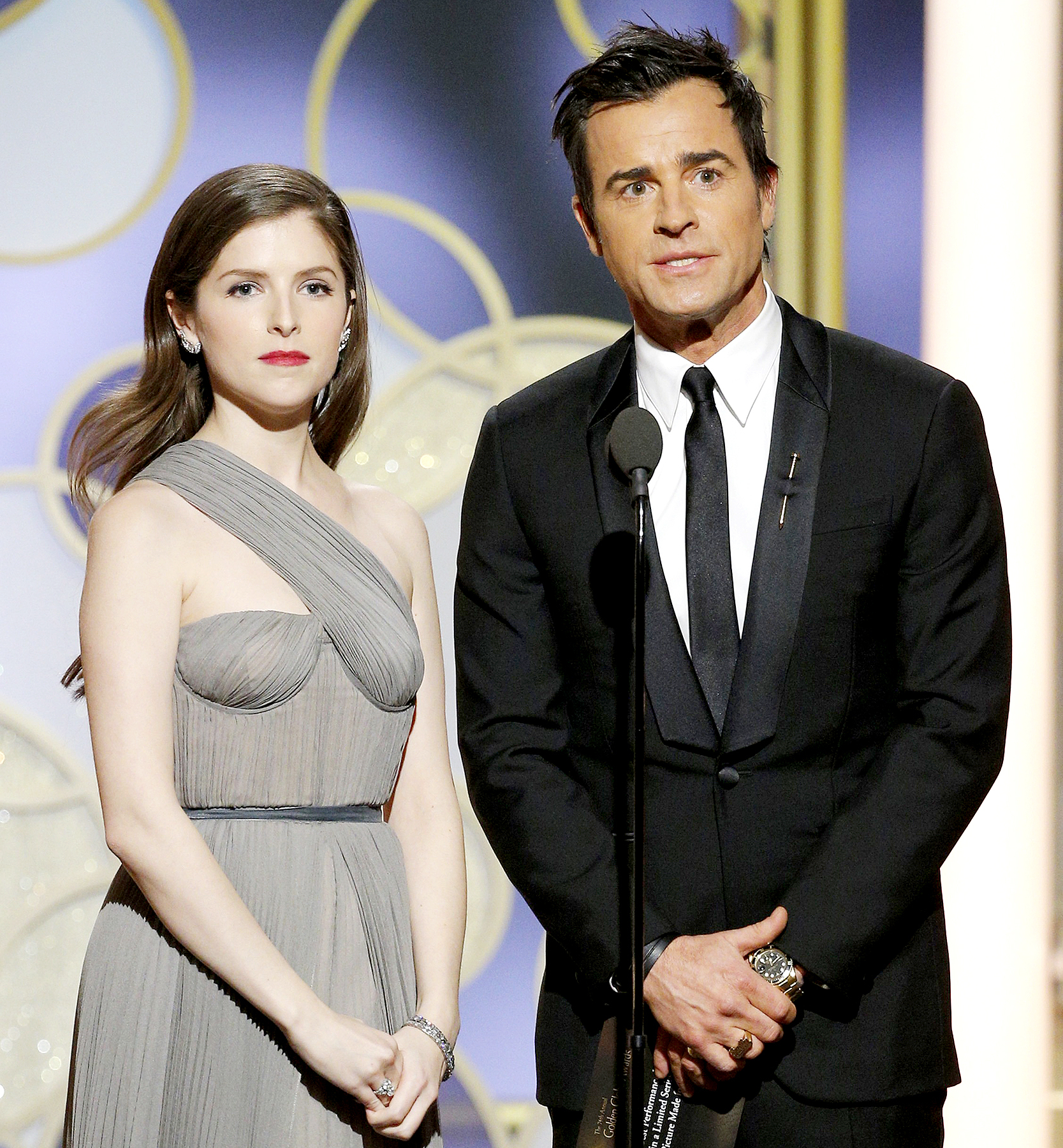 Anna Kendrick and Justin Theroux onstage during the 74th Annual Golden Globe Awards at The Beverly Hilton Hotel on January 8, 2017 in Beverly Hills, California.