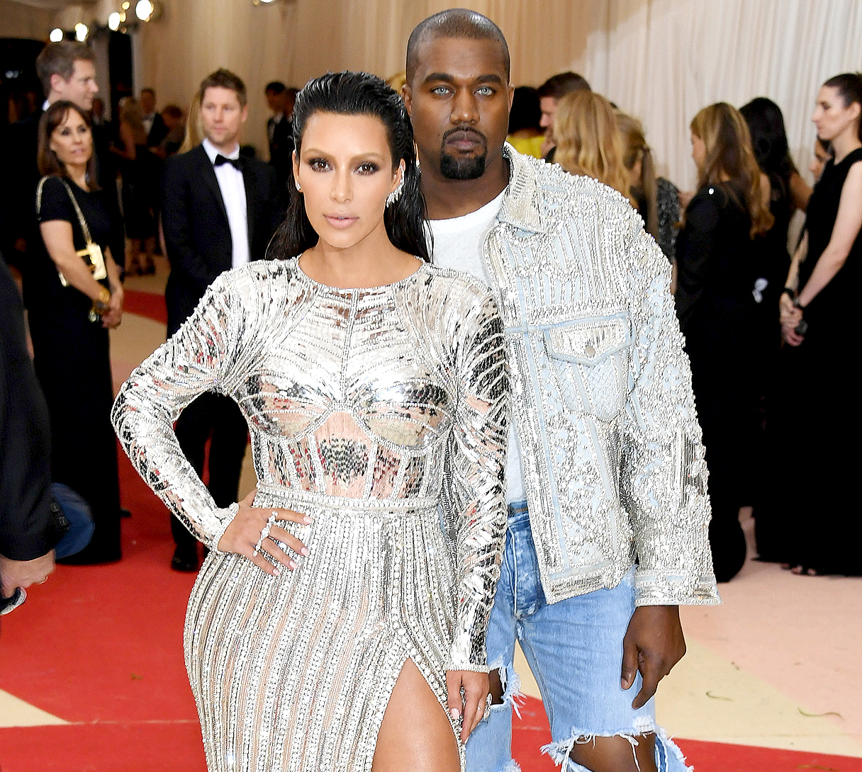 Kim Kardashian West (L) and Kanye West