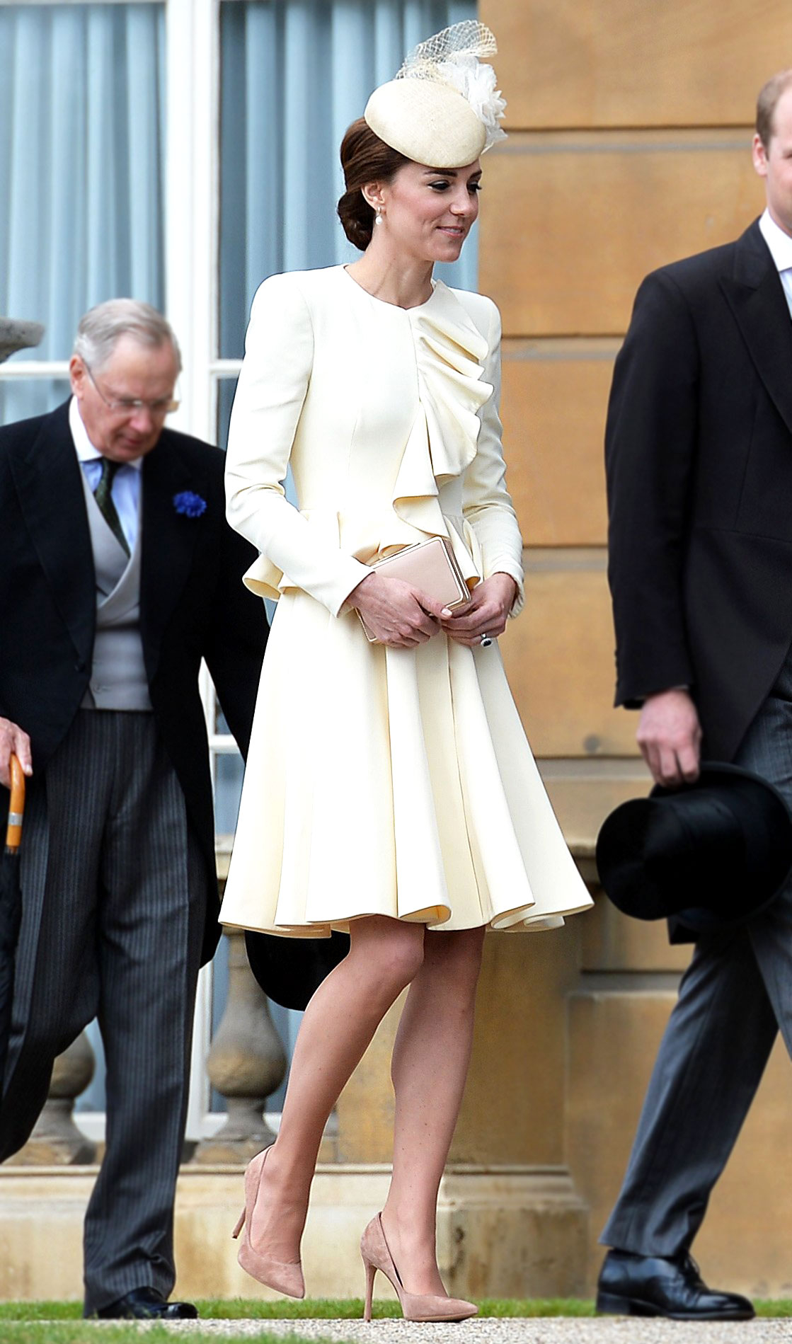 2d8a6c201e52 Kate Middleton Repeats Ivory Coatdress From Prince George s Baptism