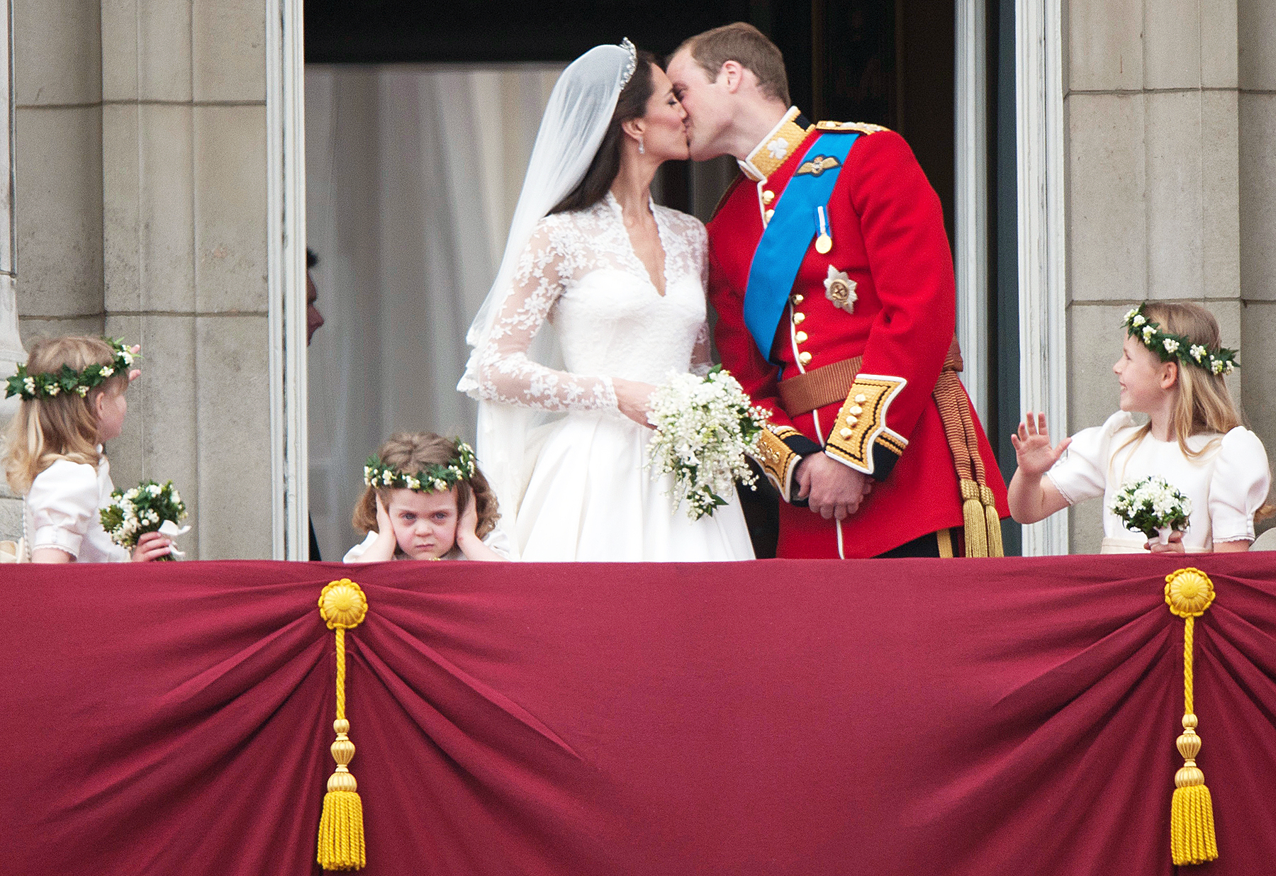 Kate Middleton and Prince William wedding kiss
