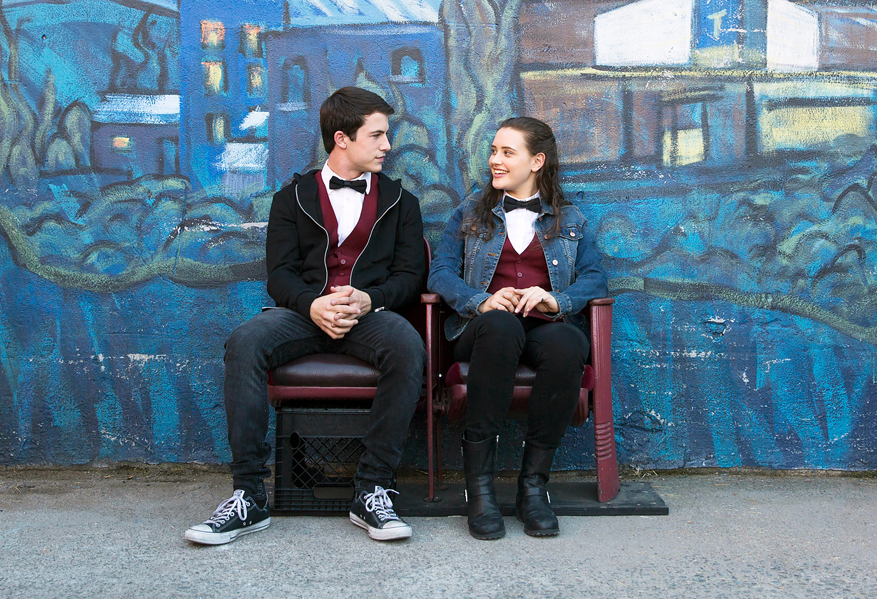 Katherine Langford Dylan Minnette 13 Reasons Why