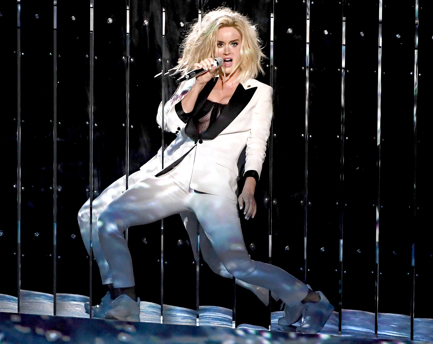 Grammys 2017: Katy Perry Performs 'Chained to the Rhythm'