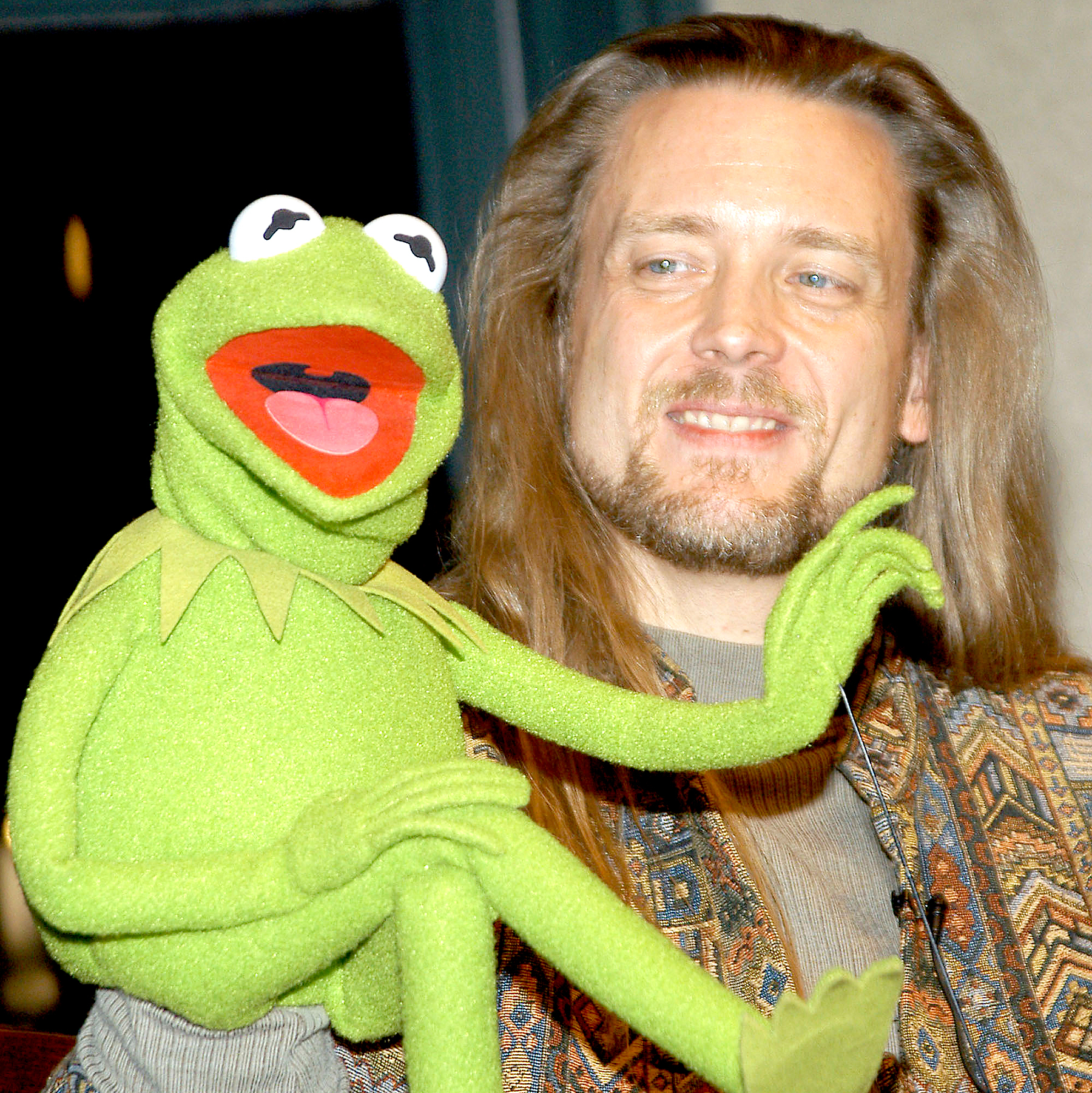 Muppet Kermit the Frog and his operator Steve Whitmire take questions from the audience November 14, 2003, at Barnes & Noble Union Square in New York City.