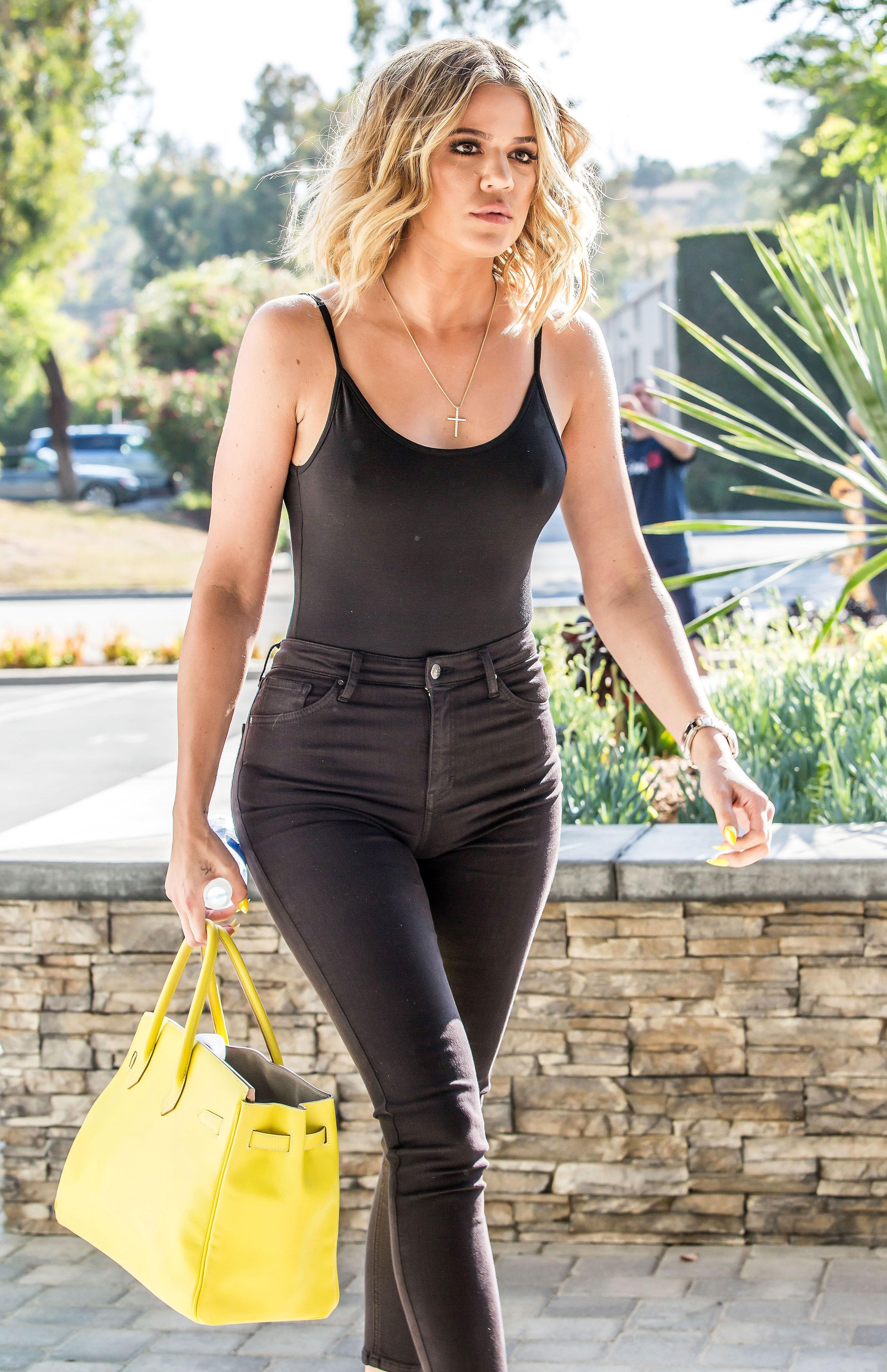Khloe Kardashian Steps Out Amid Lamar Odom Drama In Jeans
