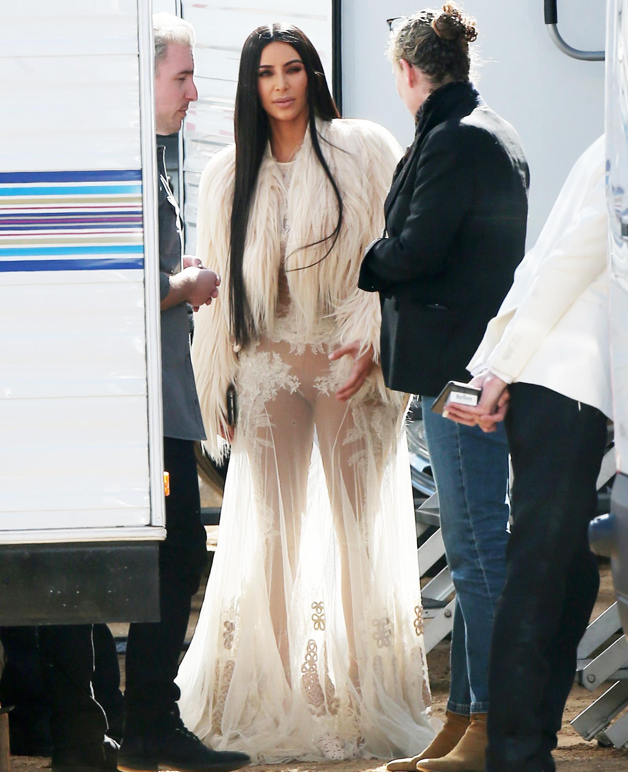 Kim Kardashian Dons Sheer Gown Again on Set of \'Ocean\'s Eight\'
