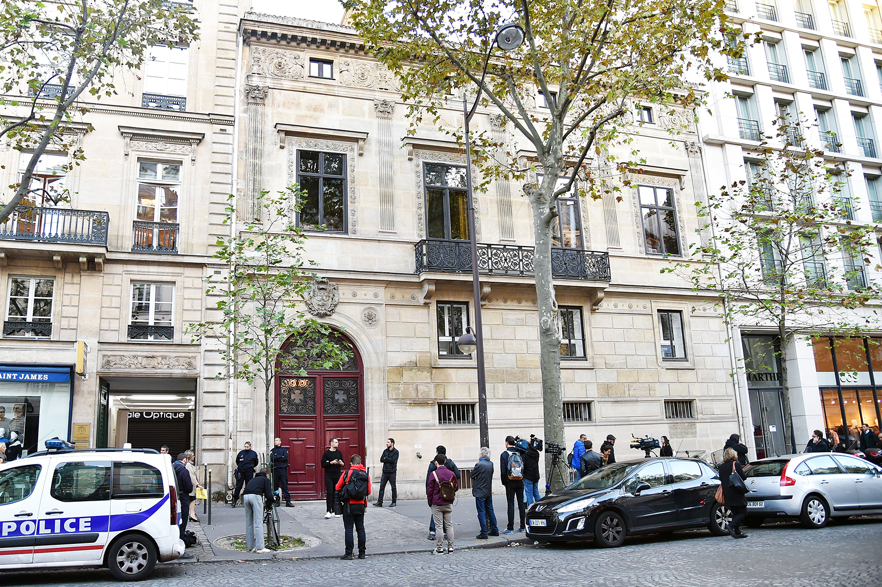 kim kardashian 39 s paris robbery inside the 39 no address hotel 39